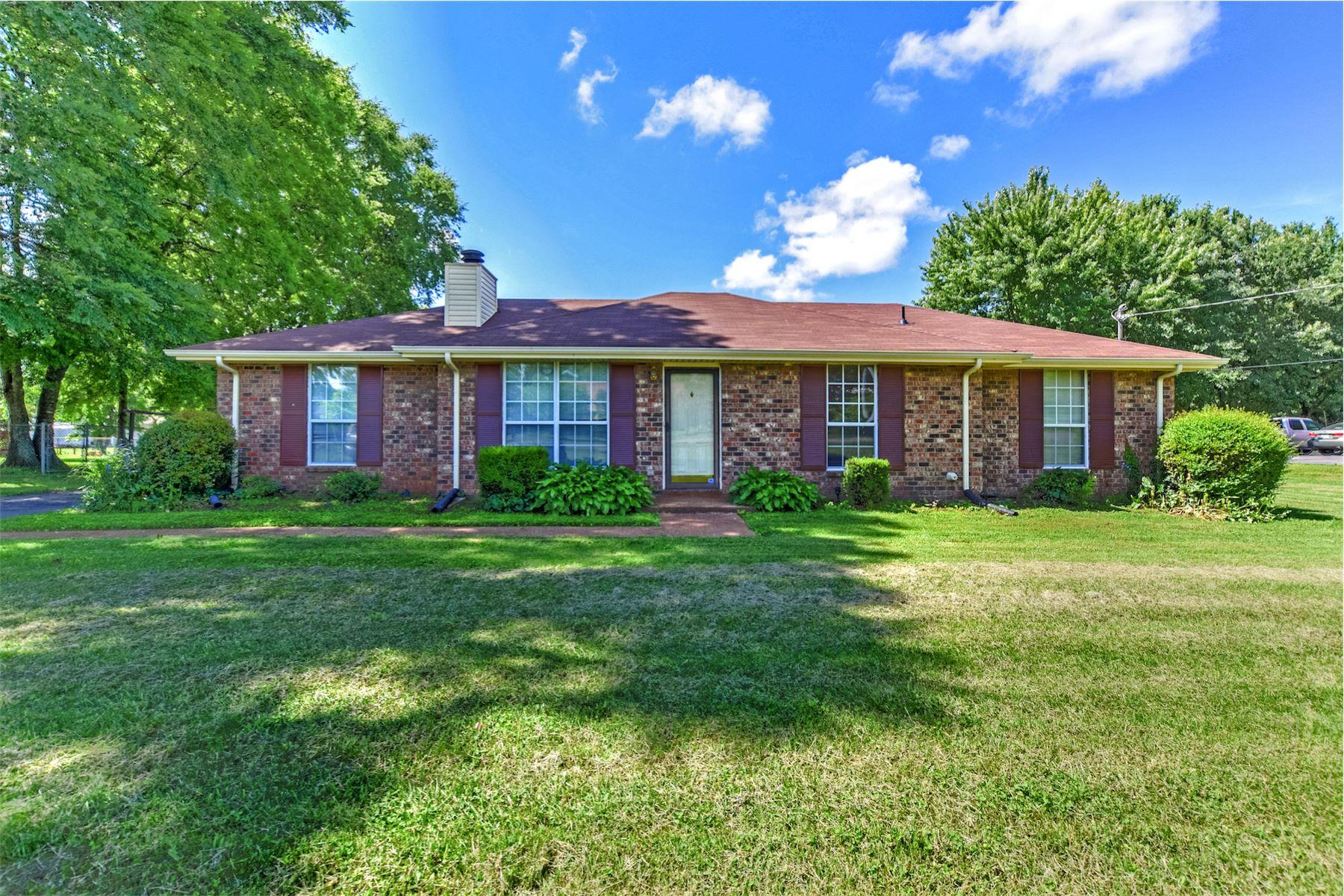Einfamilienhaus für Verkauf beim Beautiful Ranch Home on One Acre Lot 106 Orchard Valley Drive Smyrna, Tennessee, 37160 South, Vereinigte Staaten