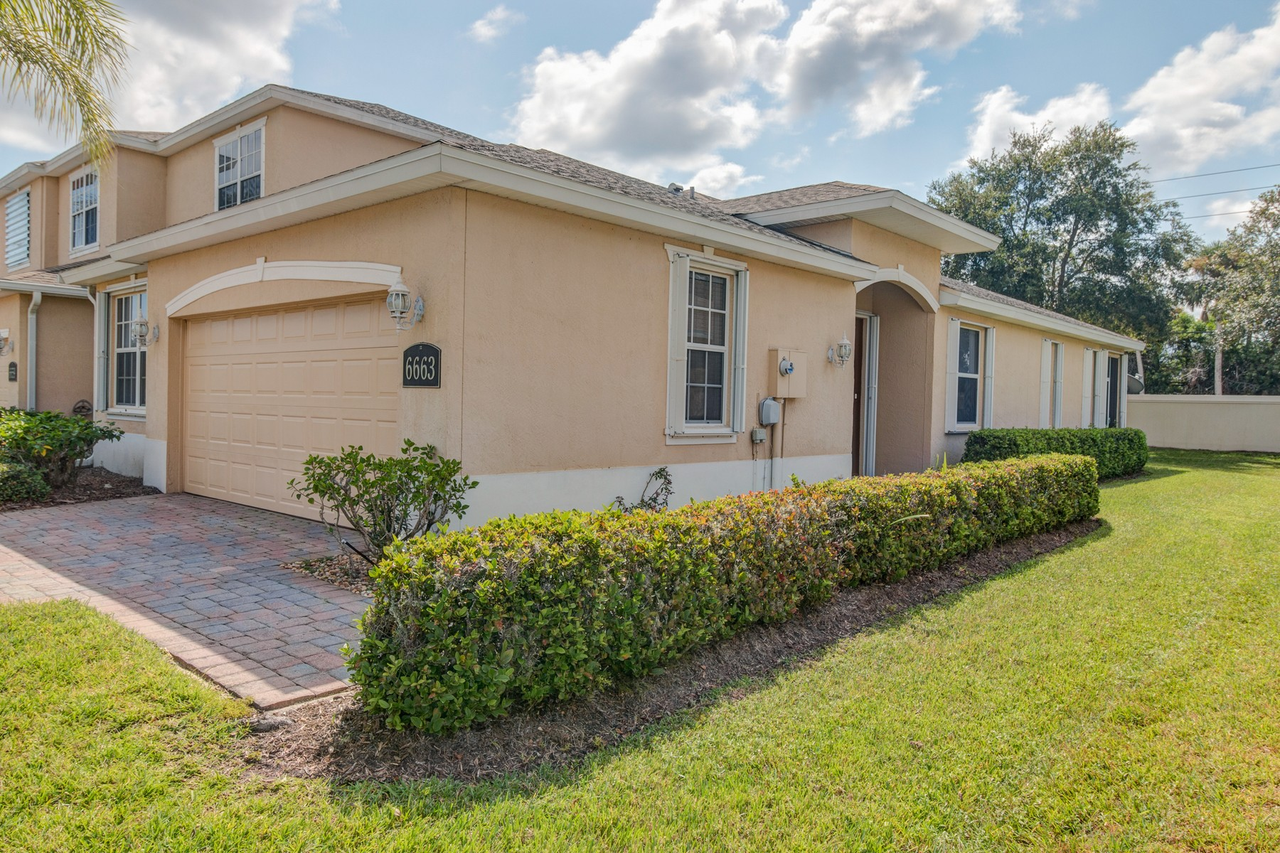 Single Family Homes for Sale at End Unit Villa 6663 Liberty Place Vero Beach, Florida 32966 United States