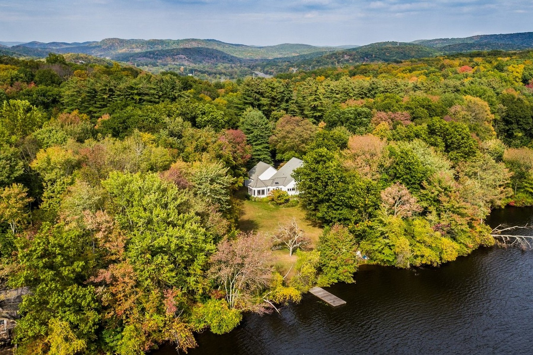 Single Family Homes for Active at Waterfront Home 3 STERLINGTON ROAD Pierson Lakes, New York 10974 United States