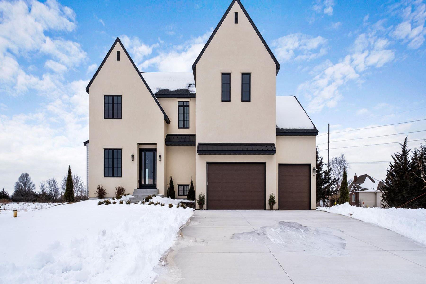 Single Family Homes 为 销售 在 15258 Alpine Court NW Ramsey, 明尼苏达州 55303 美国