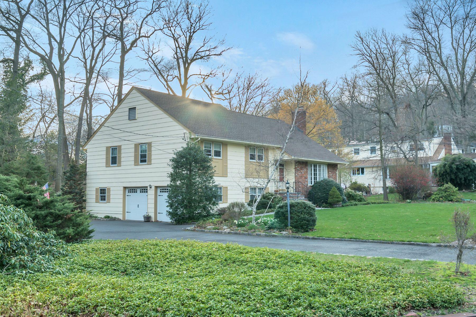 Casa Unifamiliar por un Venta en Charming Home 301 Meeting House Lane Mountainside, Nueva Jersey 07092 Estados Unidos