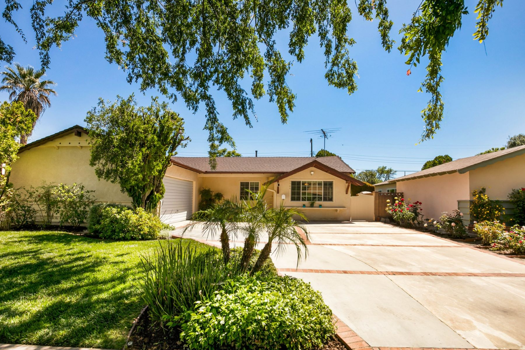 Single Family Homes for Active at 7706 Royer Avenue West Hills, California 91304 United States