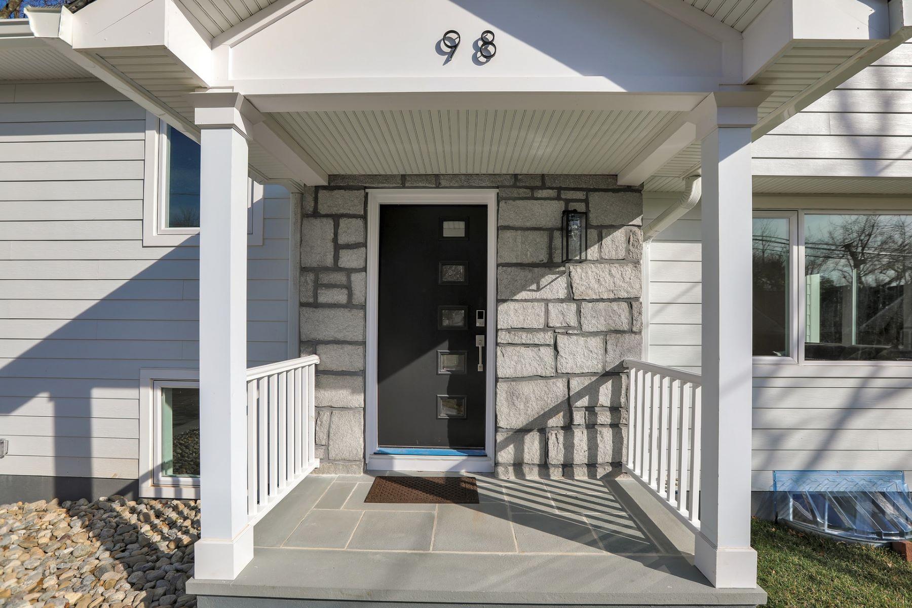 Single Family Homes للـ Sale في Welcome Home! 98 Prescott St Demarest, New Jersey 07627 United States