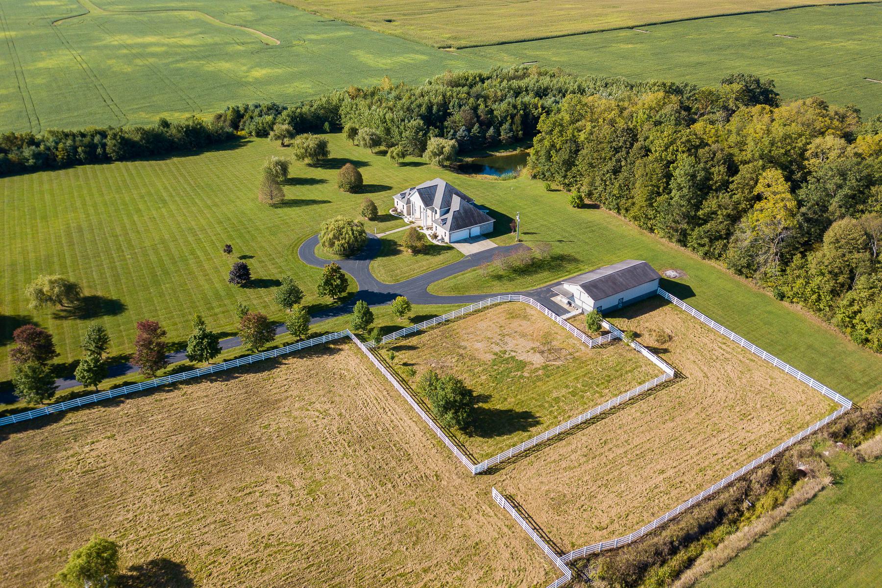 Granjas / Hacienda / Platanción por un Venta en 20.5 Acres with Horse Barn 11652 N 825 W Huntington, Indiana 46750 Estados Unidos