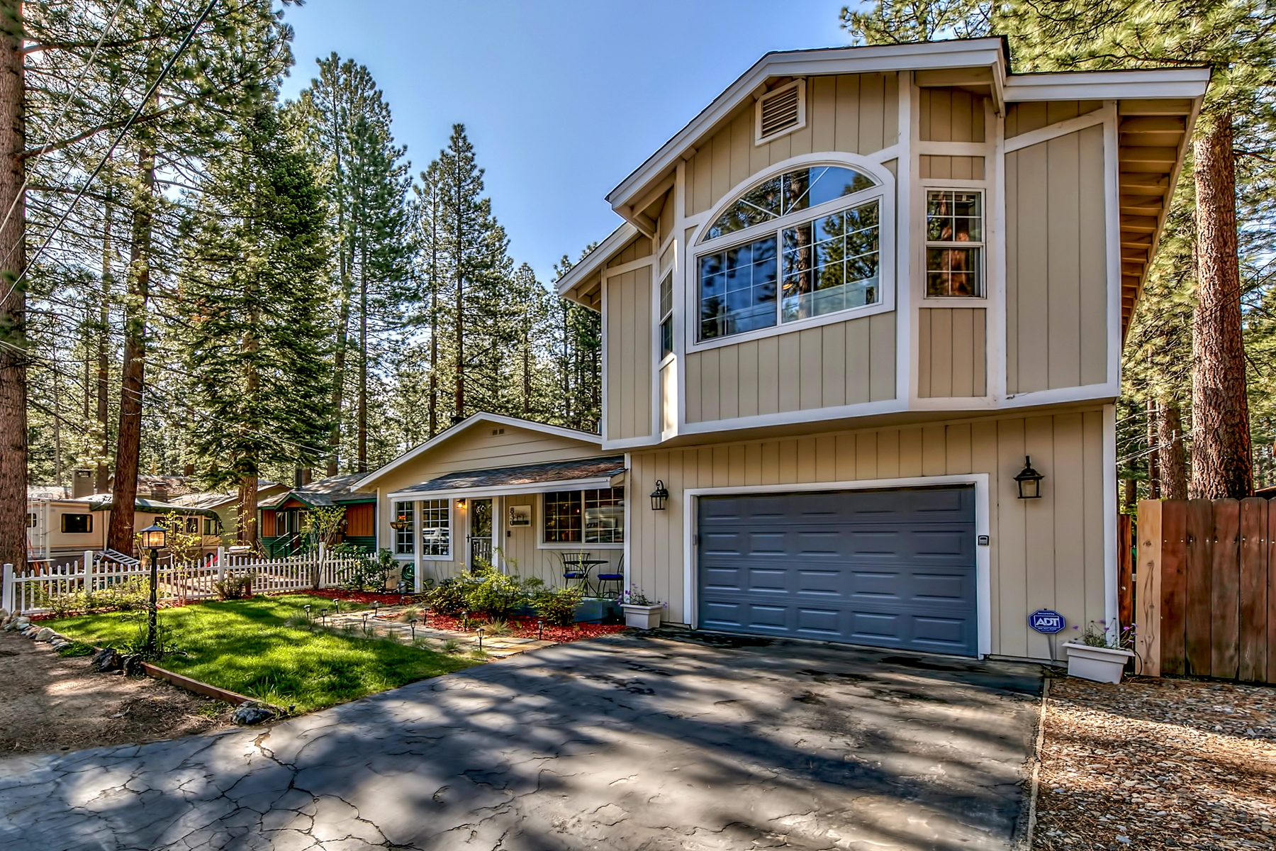 Property for Active at 830 Paloma Ave, South Lake Tahoe, CA 96150 830 Paloma Ave South Lake Tahoe, California 96150 United States
