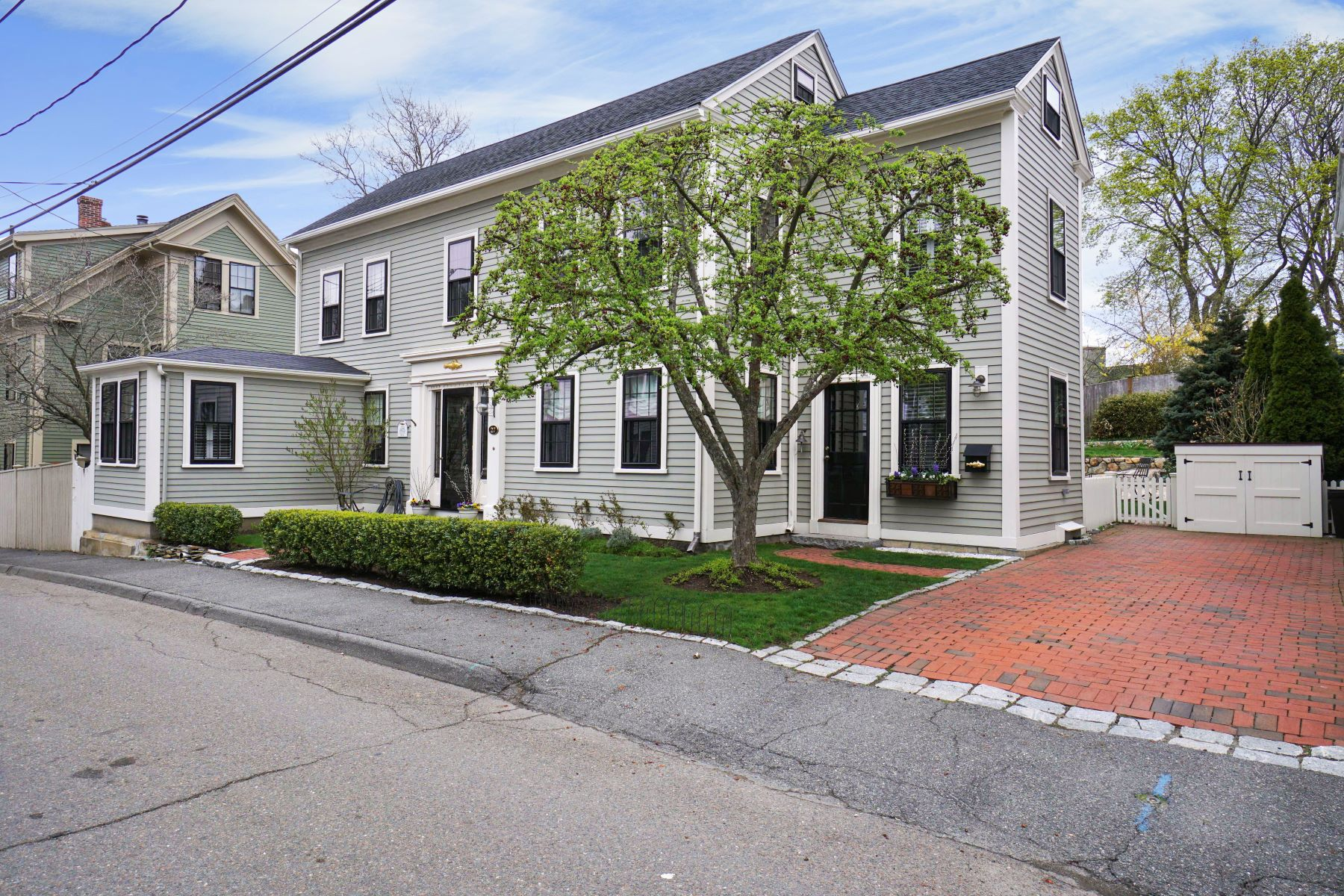 Single Family Home for Active at 27 Pearl St Marblehead, Massachusetts 01945 United States