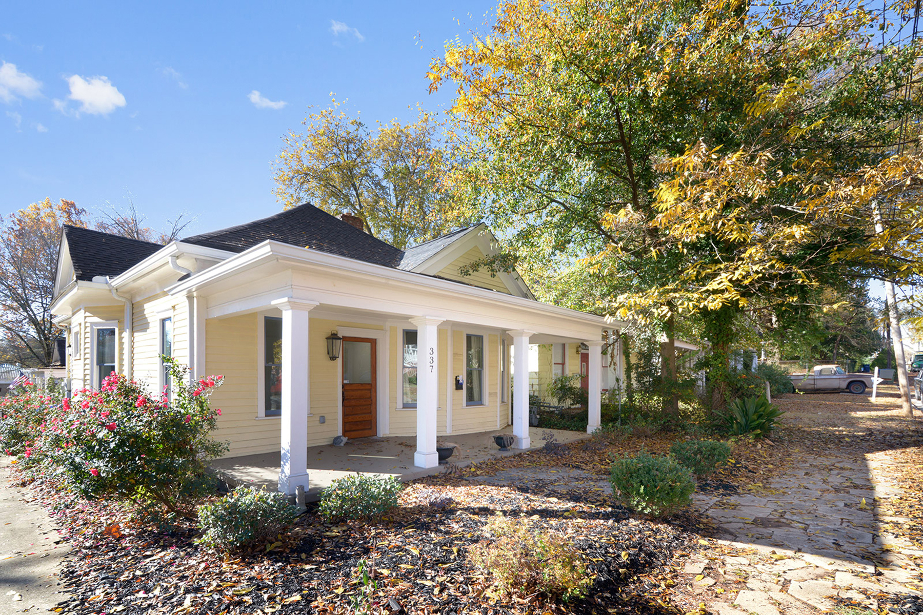 Single Family Home for Rent at Charming Grant Park Home 337 Grant Park Place Atlanta, Georgia 30315 United States