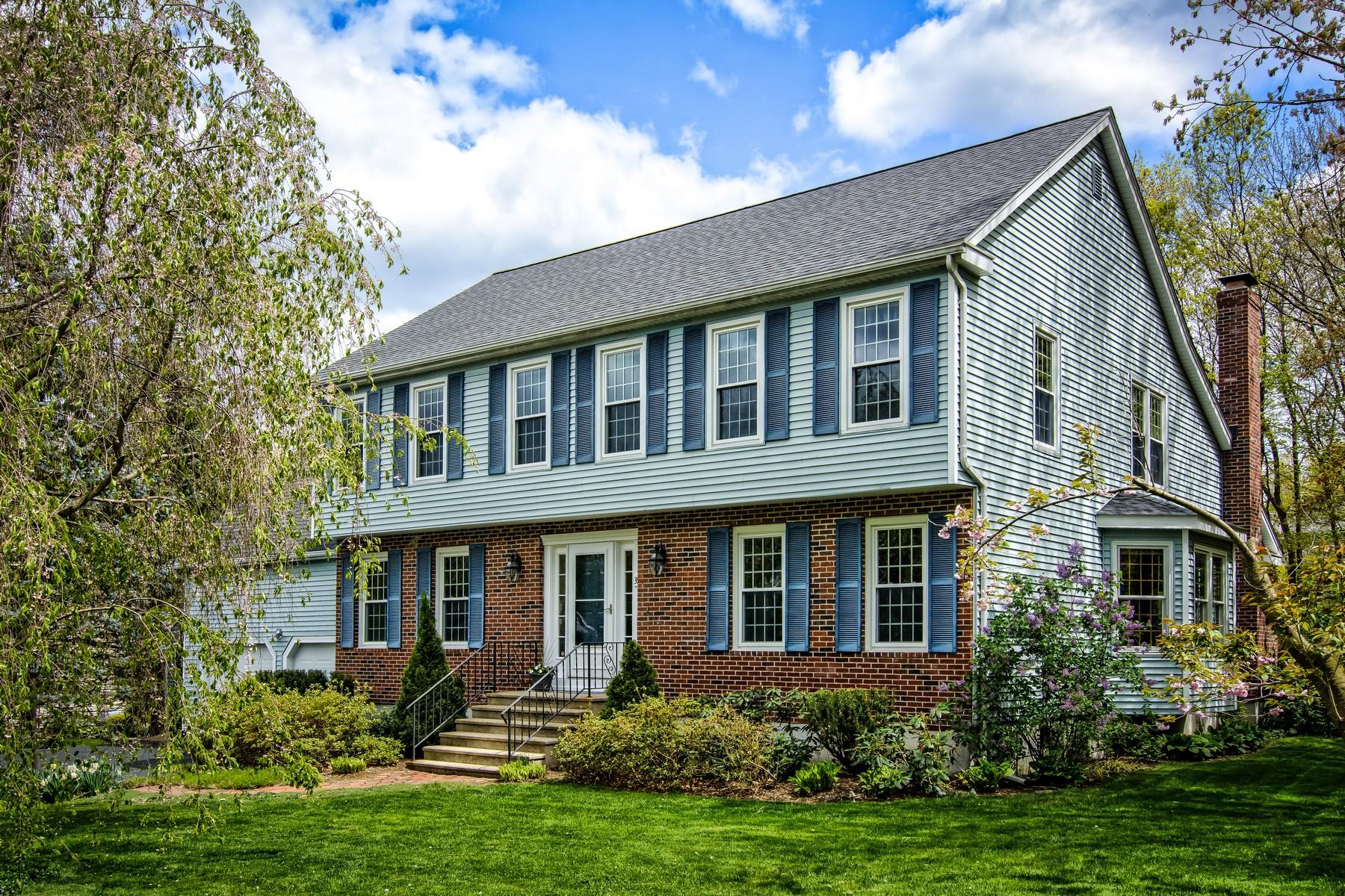 Vivienda unifamiliar por un Venta en Beautiful Colonial in Wayside Estates 39 Wayside Road Westborough, Massachusetts, 01581 Estados Unidos