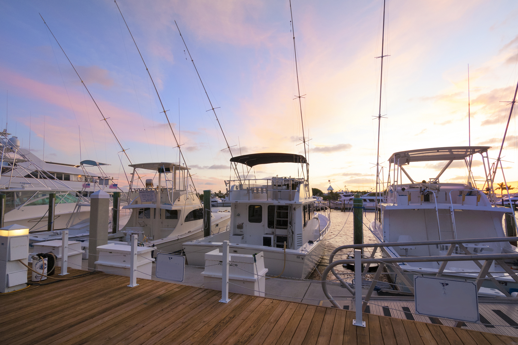 Additional photo for property listing at Spacious Canalfront Lot at Ocean Reef 25 Cardinal Lane Key Largo, Florida 33037 États-Unis