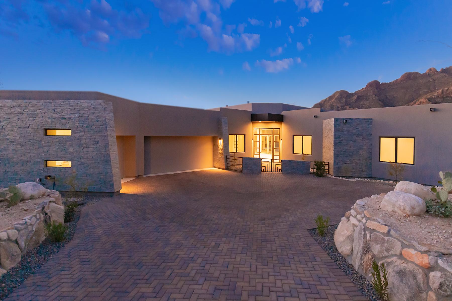 Single Family Homes 为 销售 在 2020 Stunning New Construction 1687 E Desert Garden Drive 图森, 亚利桑那州 85718 美国