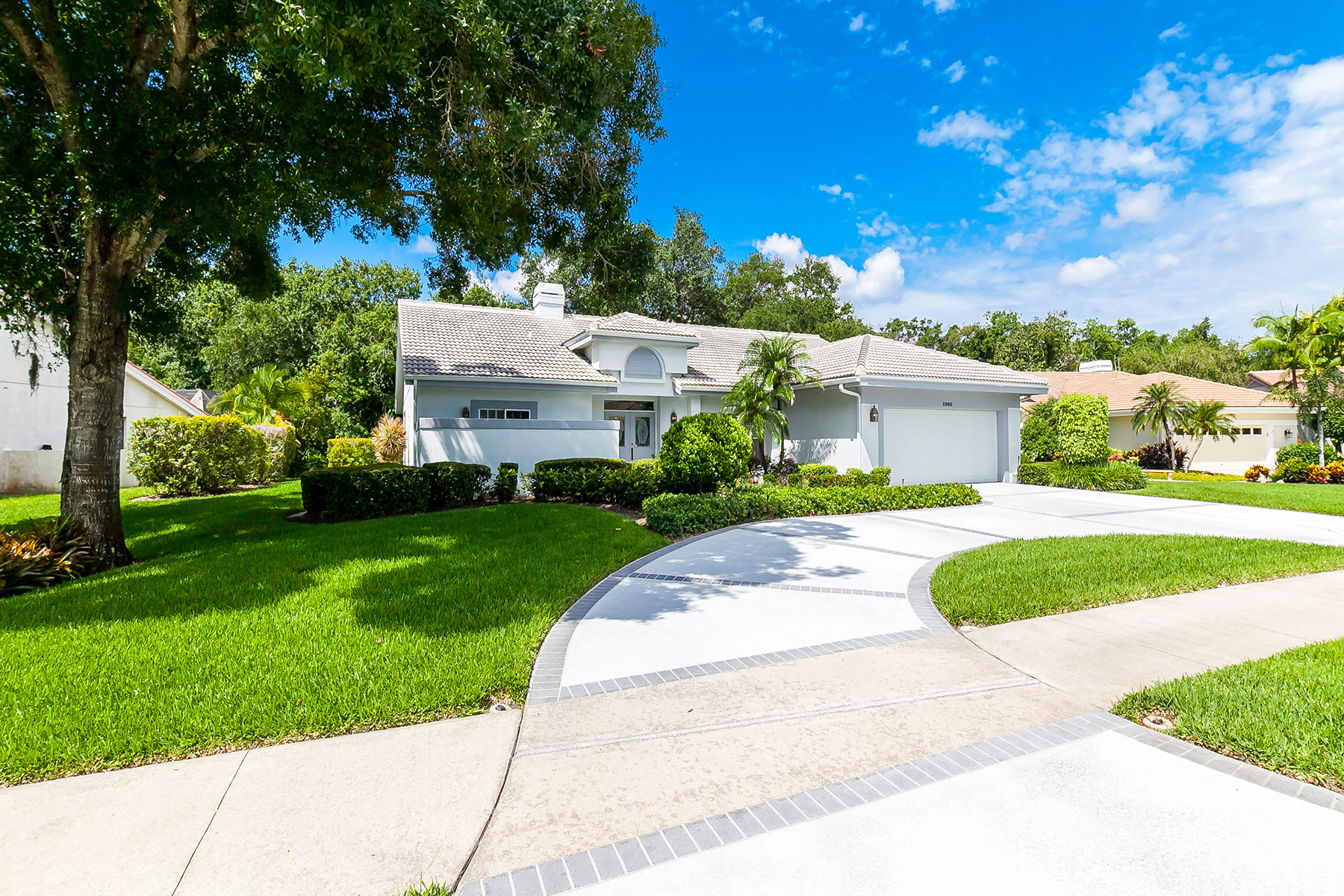Single Family Home for Sale at THE MEADOWS 2965 Longleat Woods Sarasota, Florida 34235 United States
