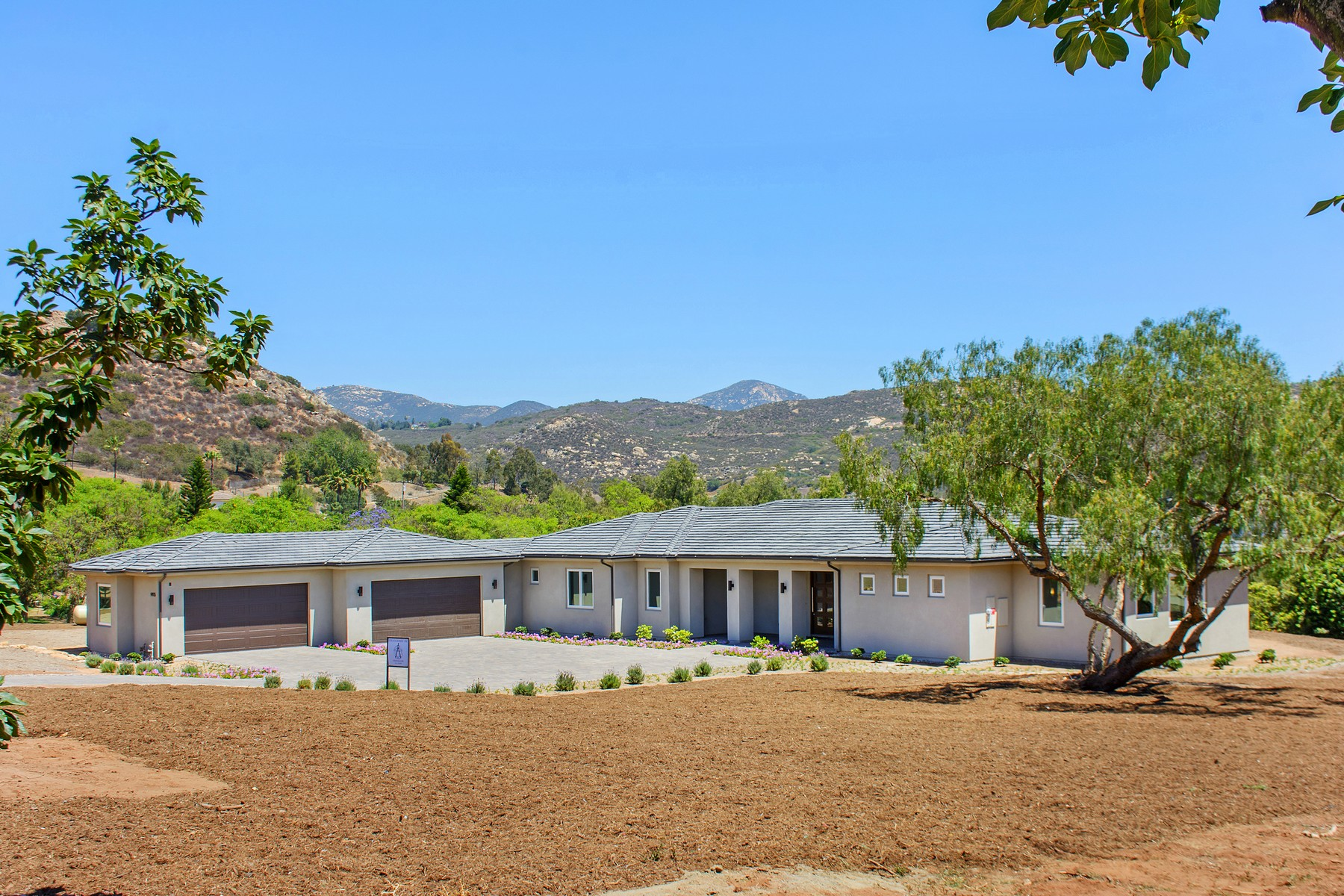 Single Family Home for Active at 14935 Eastvale 14935 Eastvale Poway, California 92064 United States