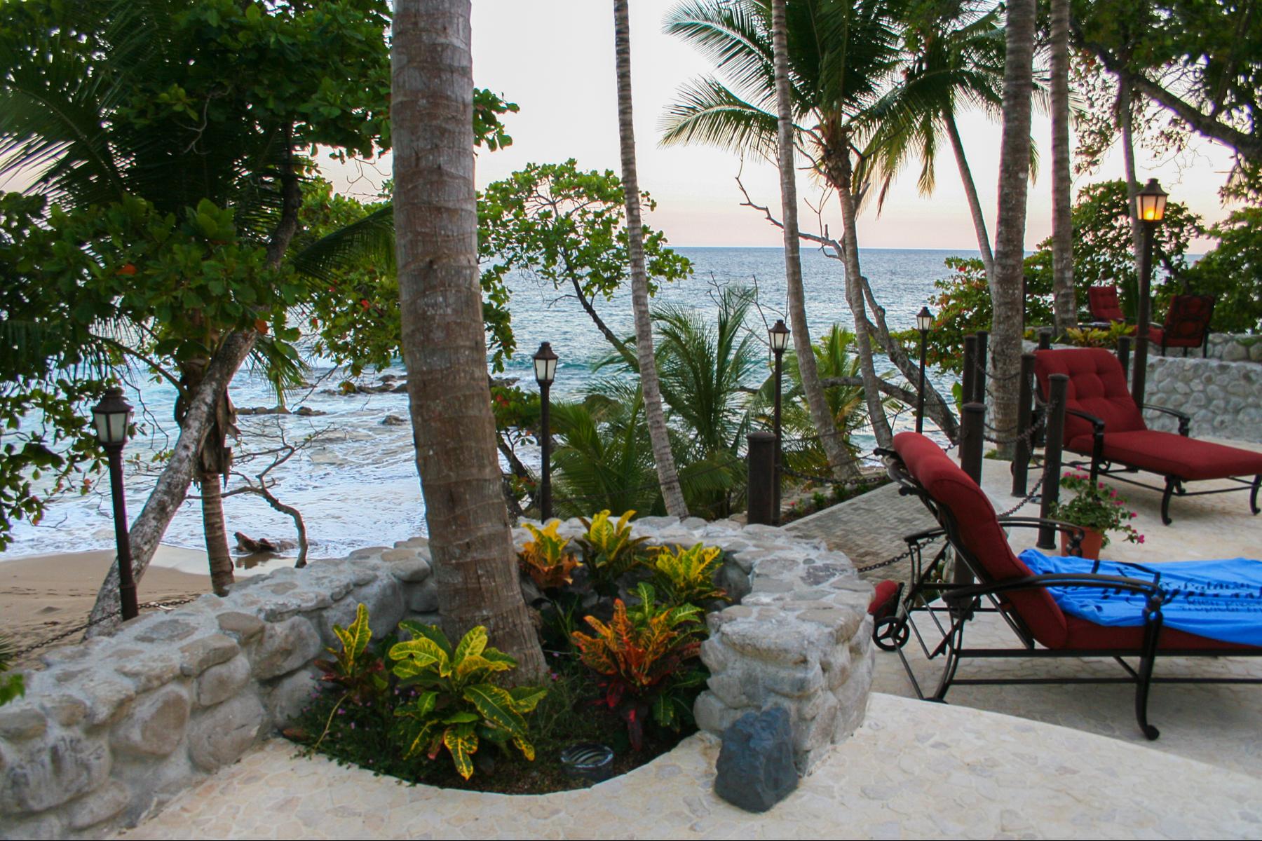 Single Family Homes por un Venta en Tropical Palace on the Beach Puntarenas, Puntarenas Costa Rica