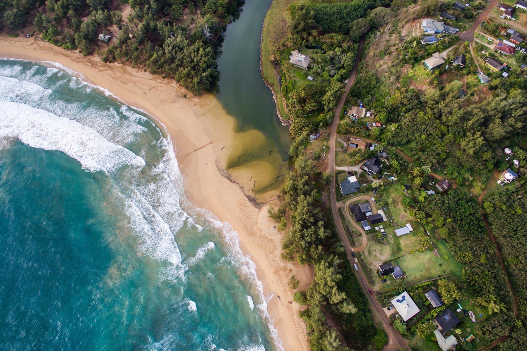 Casa Unifamiliar por un Venta en Beautiful Anahola Beachside Estate 4695 Aliomanu Road Anahola, Hawaii, 96703 Estados Unidos