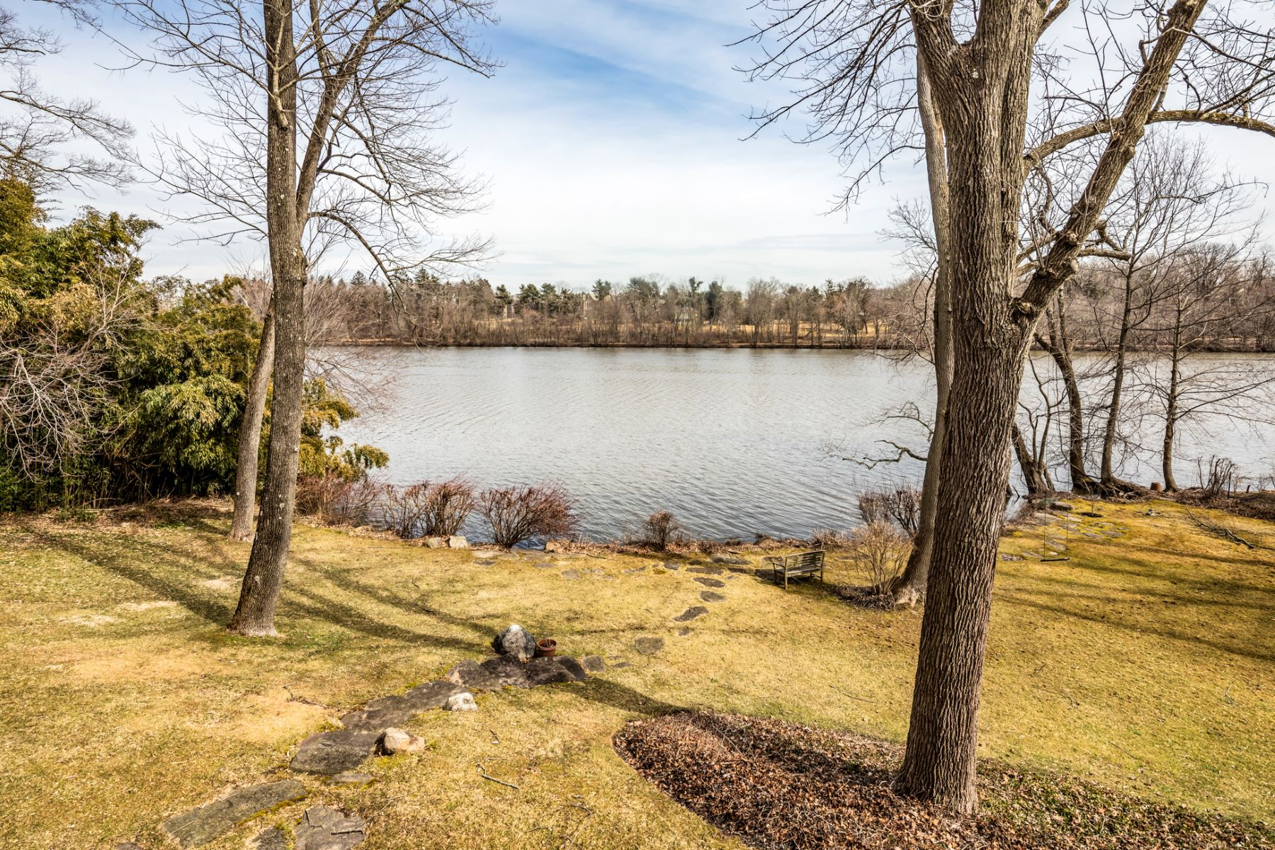 Additional photo for property listing at Entwining Elegance and Nature in Riverside 61 Adams Drive, Princeton, New Jersey 08540 United States