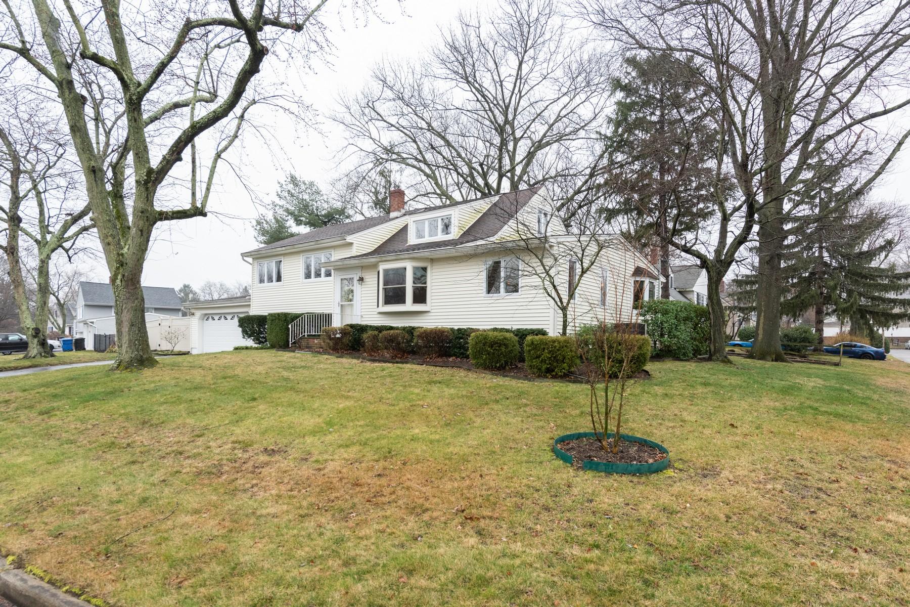 Single Family Homes por un Venta en 22 Locust Ter Middletown, Nueva Jersey 07748 Estados Unidos