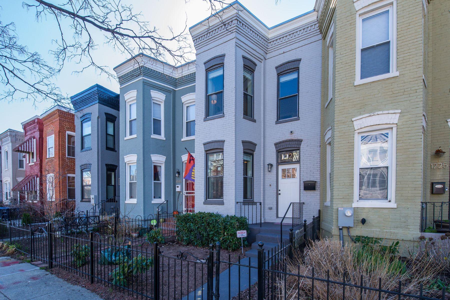 단독 가정 주택 용 매매 에 Renovated and Stunning 3 BR/2.5 BA Near H Street 1227 I Street NE, Washington, 컬럼비아주, 20002 미국