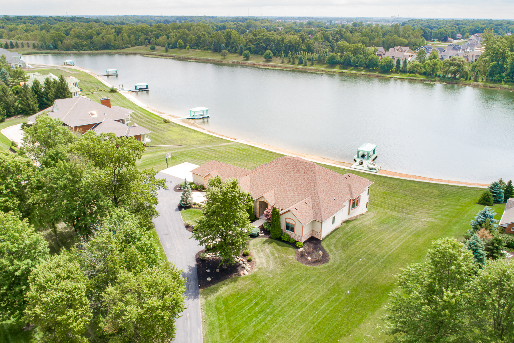 Single Family Homes للـ Sale في Lake Living in Fort Wayne 1010 Sunset Lake Cove, Fort Wayne, Indiana 46845 United States