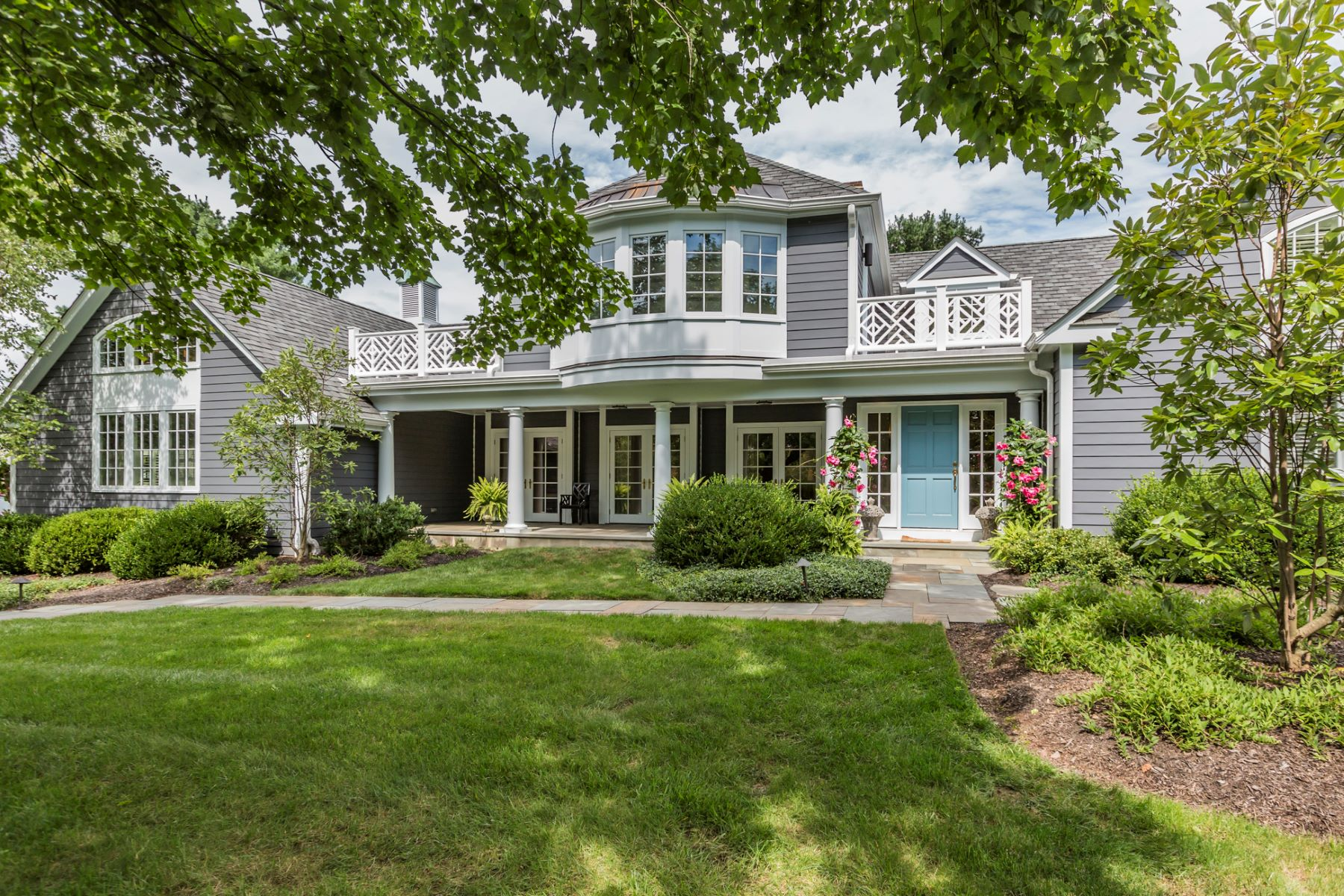 Maison unifamiliale pour l Vente à A Dream Come True In A Prized Golf Course Setting - Montgomery Township 102 Rolling Hill Road Skillman, New Jersey 08558 États-UnisDans/Autour: Montgomery Township
