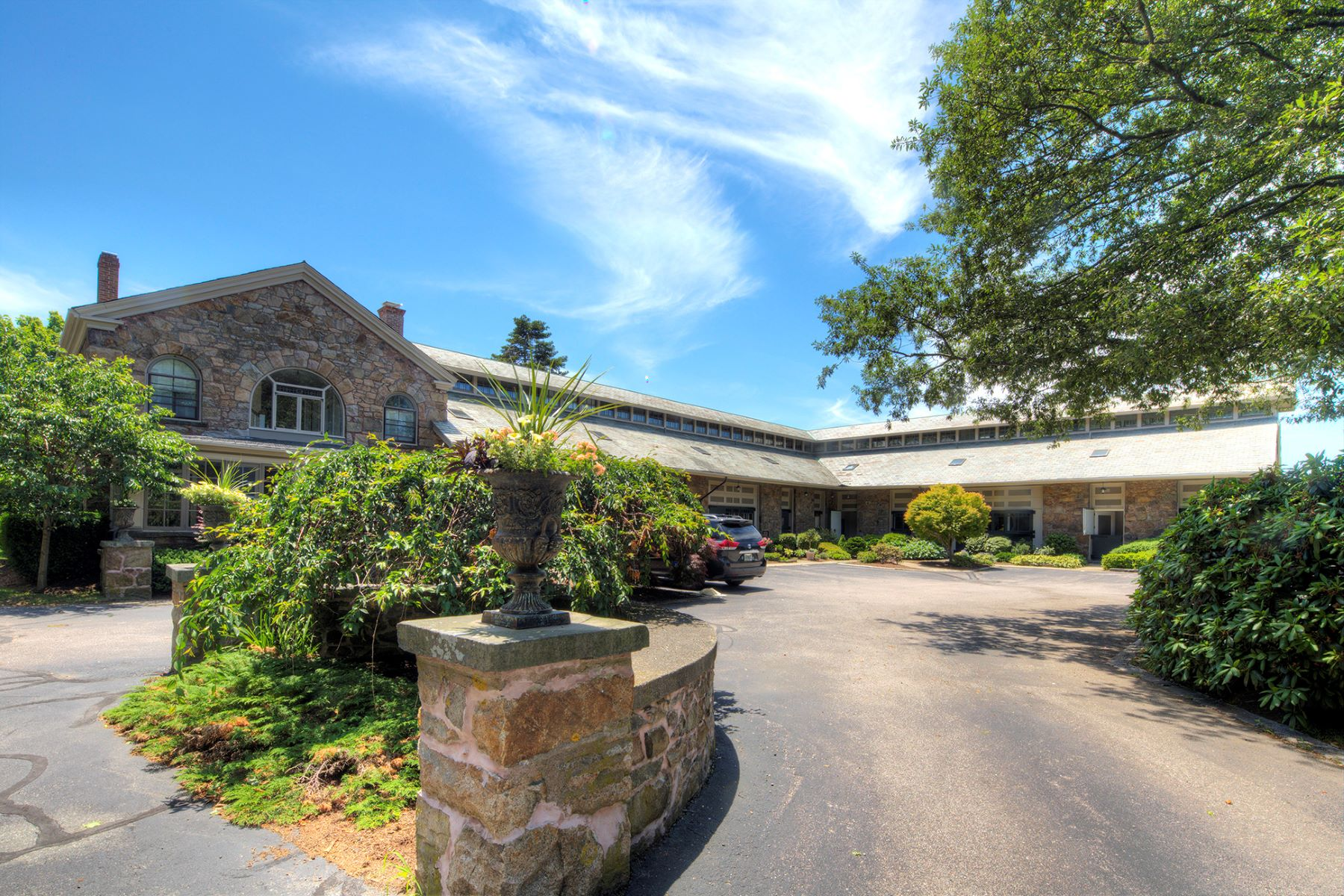 Additional photo for property listing at Coach House 103 Coggeshall Avenue Newport, Rhode Island 02840 United States