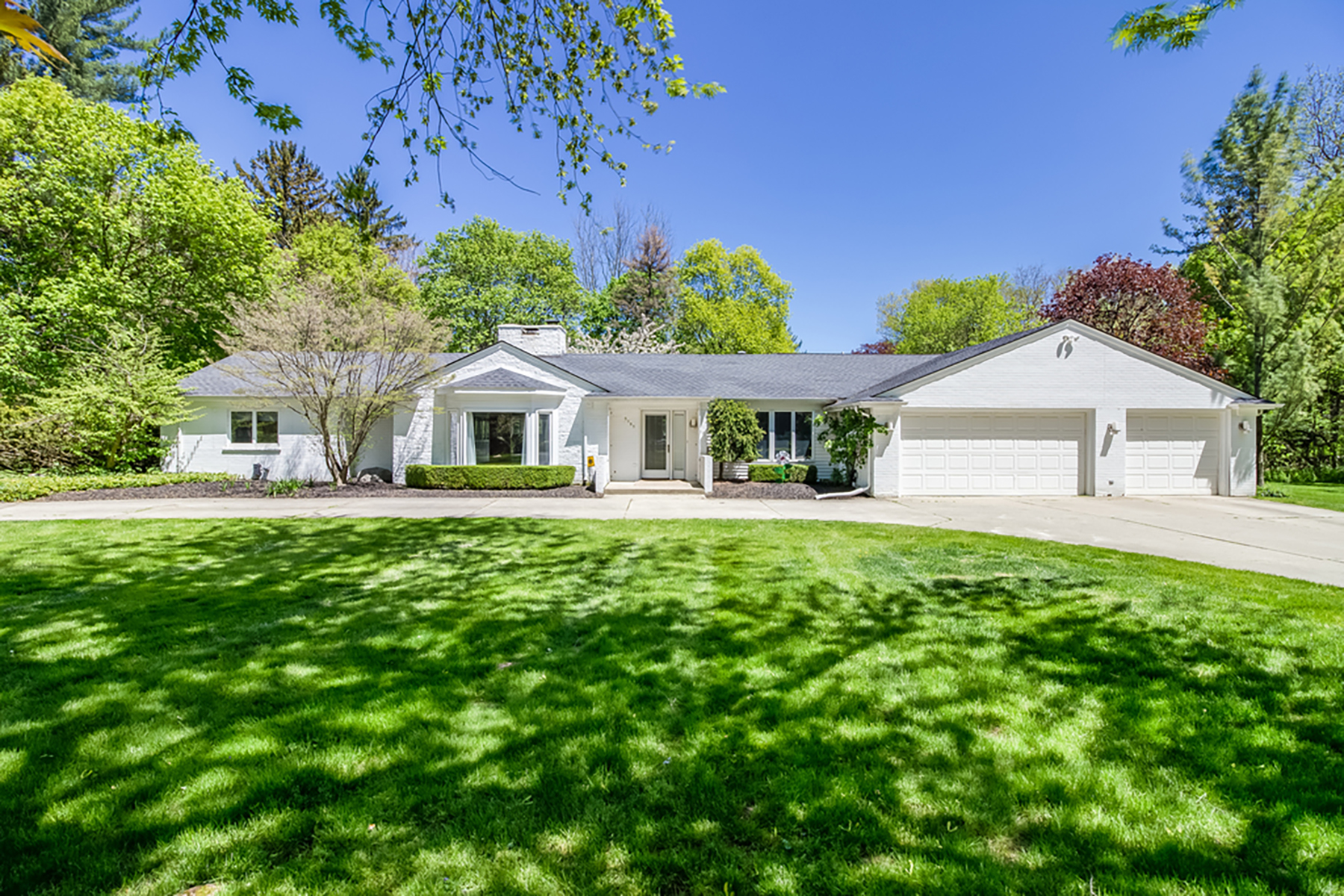 Single Family Homes for Sale at Bloomfield 5185 Longmeadow Road Bloomfield, Michigan 48304 United States