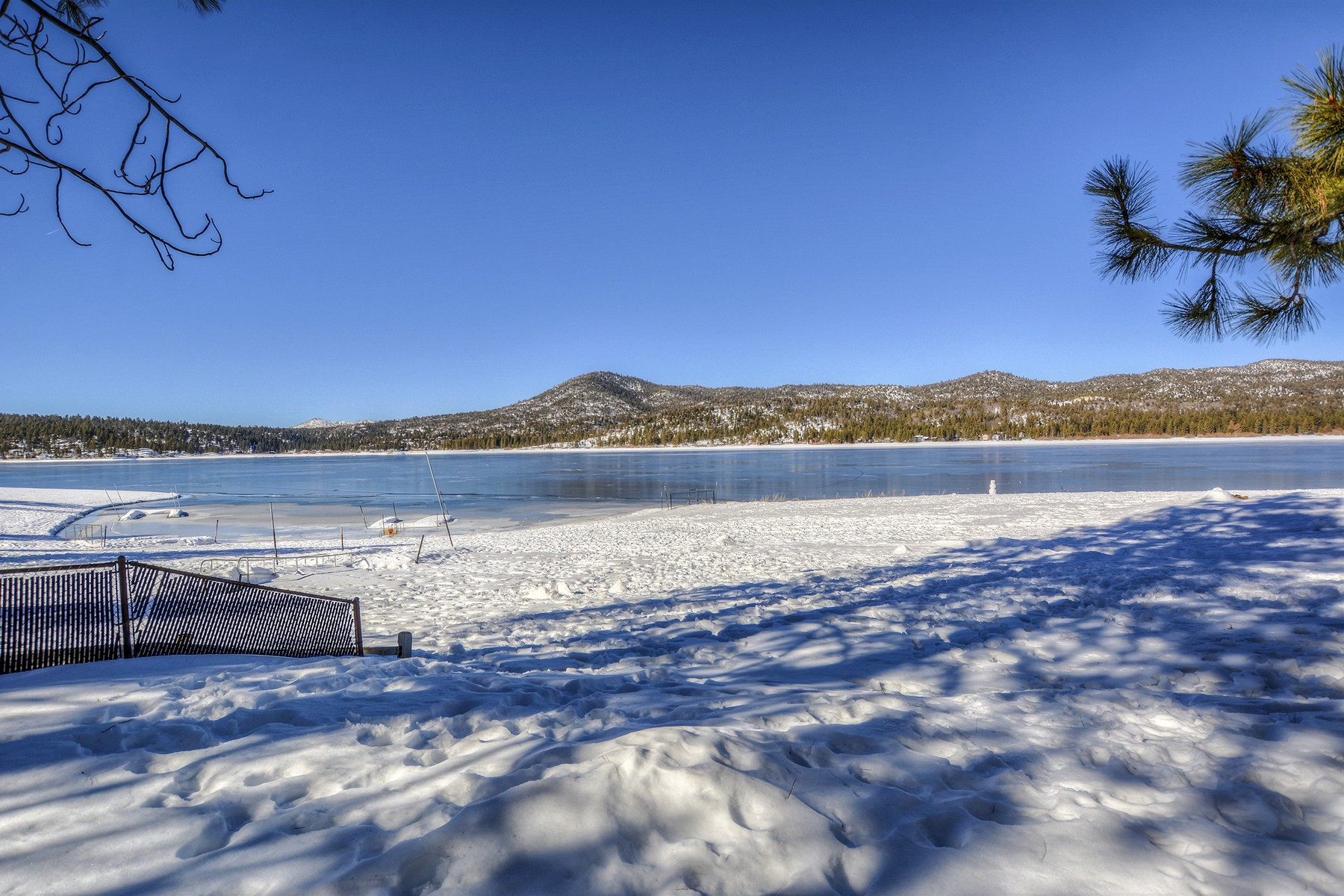 Single Family Home for Sale at Big Bear 155 Lagunita Big Bear Lake, California 92315 United States