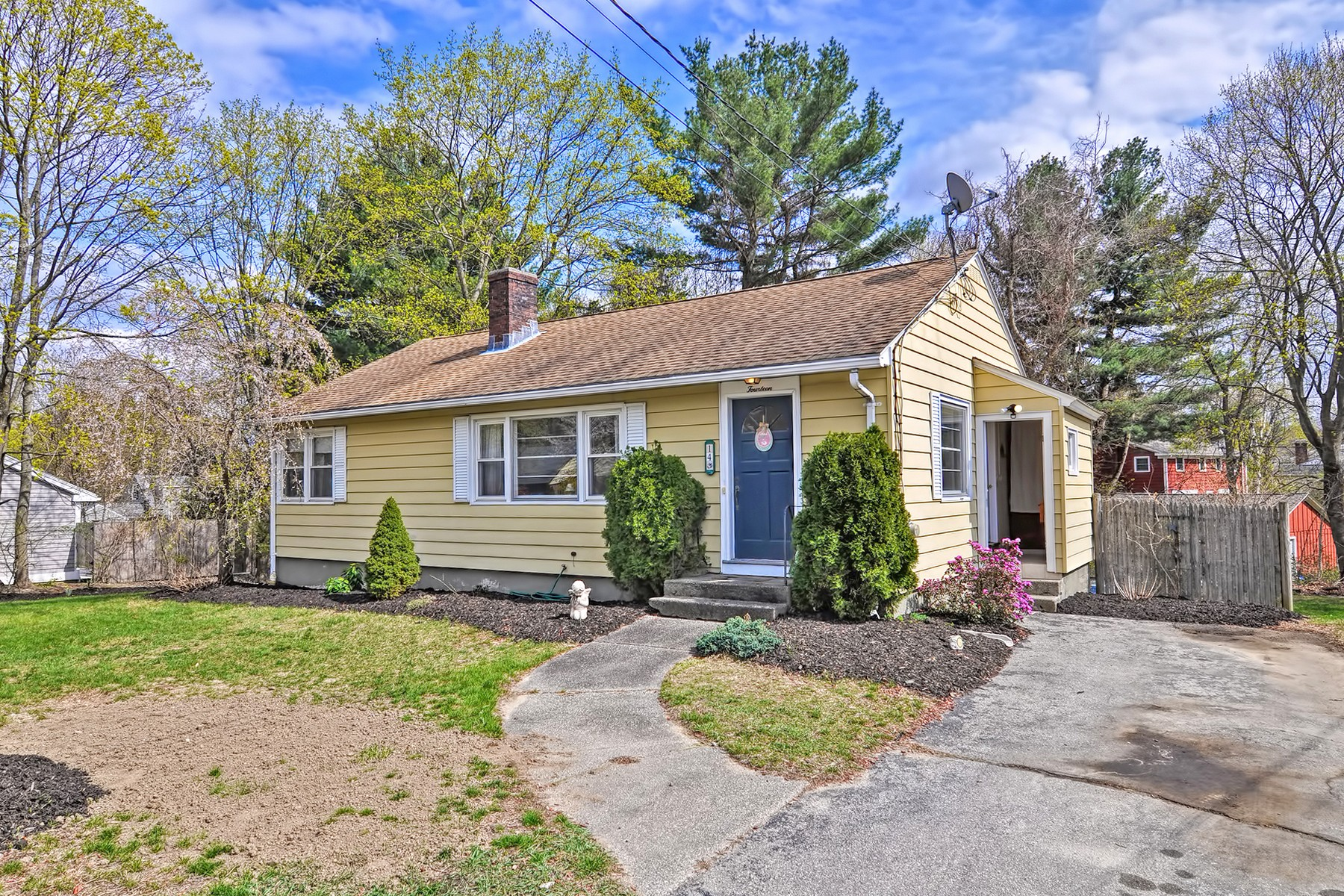 Single Family Home for Sale at Ranch Home - Great Location 14 West End Avenue Westborough, Massachusetts, 01581 United States