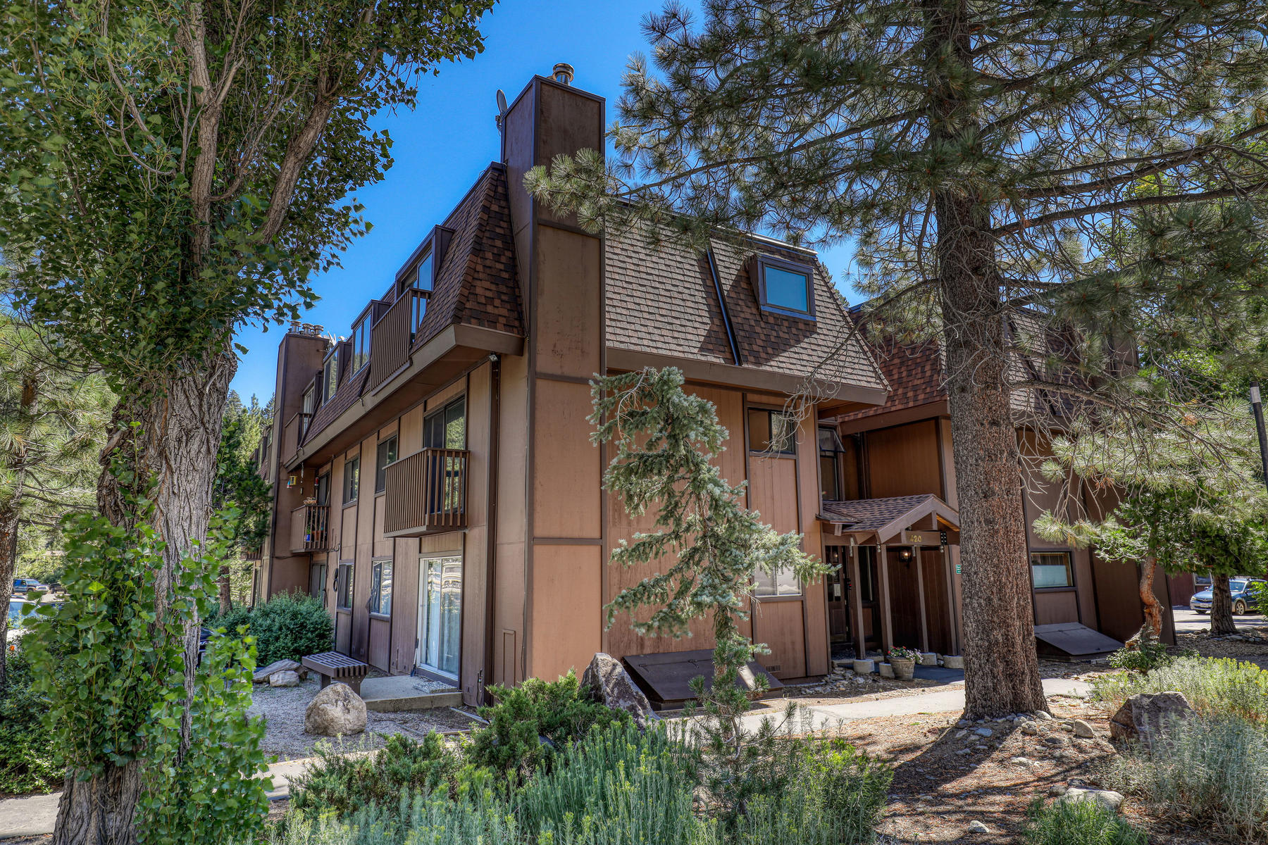 Additional photo for property listing at Best-valued condo at Village at Squaw 420 Squaw Peak Road, 22 Olympic Valley, California 96146 United States