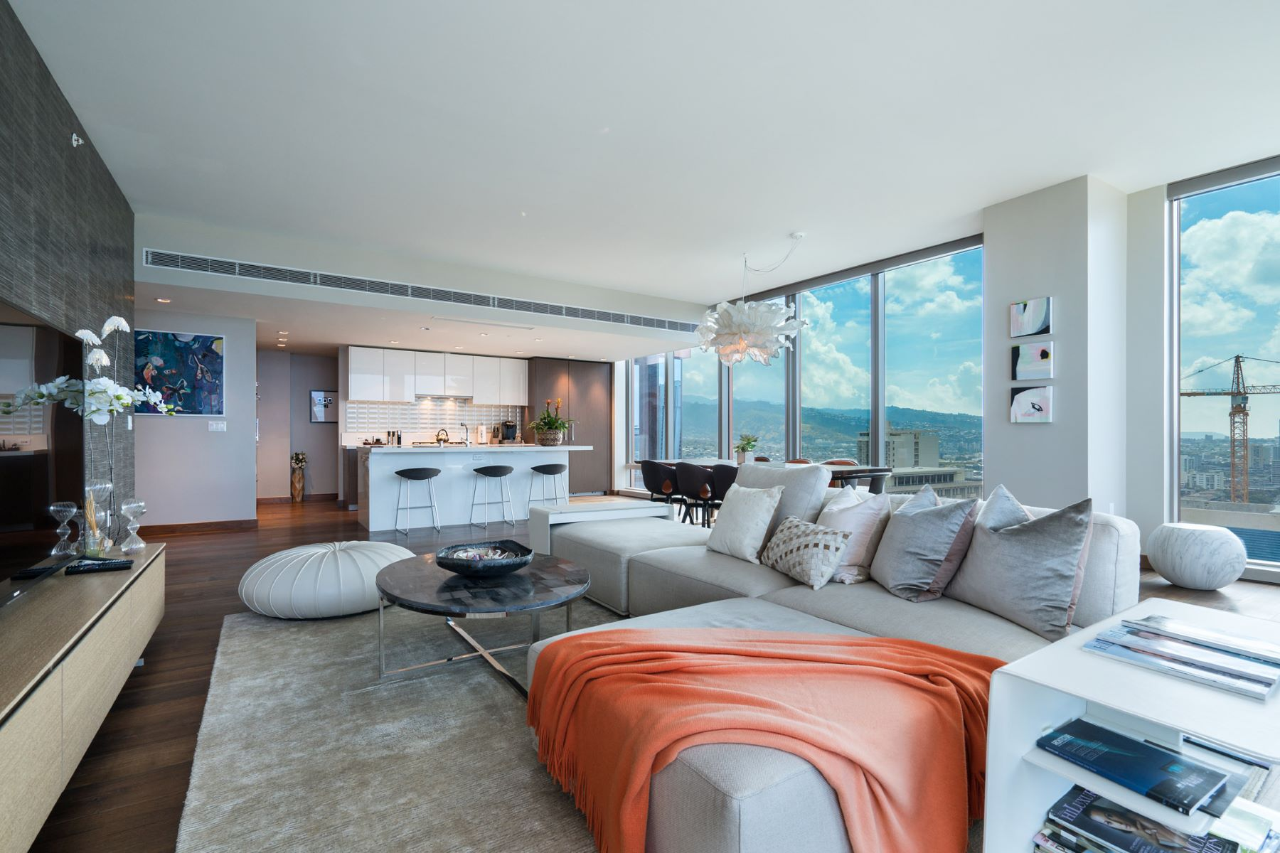 Additional photo for property listing at Stunning Five-Star Penthouse 1555 Kapiolani Boulevard #PH 2206 Honolulu, Hawaii 96814 United States