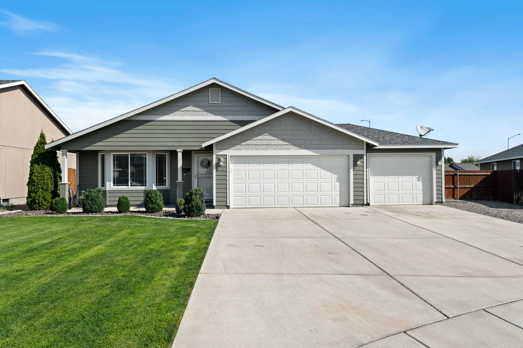 Single Family Homes for Sale at 12x40 Covered Patio w/ Hot Tub 5419 Austin Drive Pasco, Washington 99301 United States