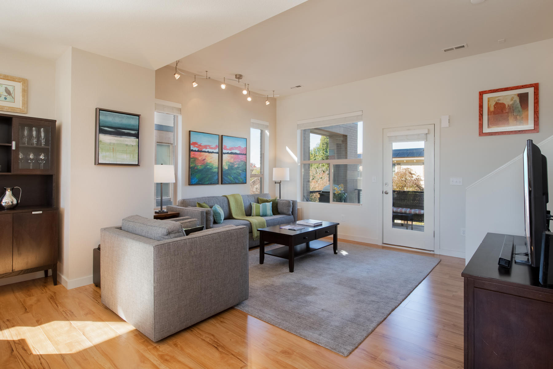 Additional photo for property listing at Walk Into The Light Of This Spacious And Contemporary Corner-Unit Townhouse 8224 E 24th Dr Denver, Colorado 80238 United States