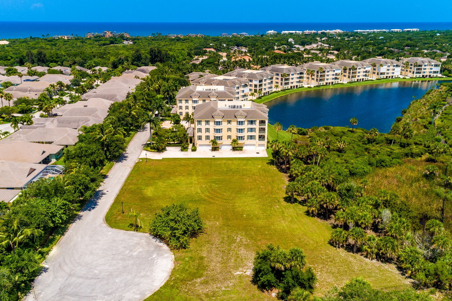 Property pour l Vente à Spectacular Direct Riverfront Condo Sites 0 Somerset Bay Lane Vero Beach, Floride 32963 États-Unis