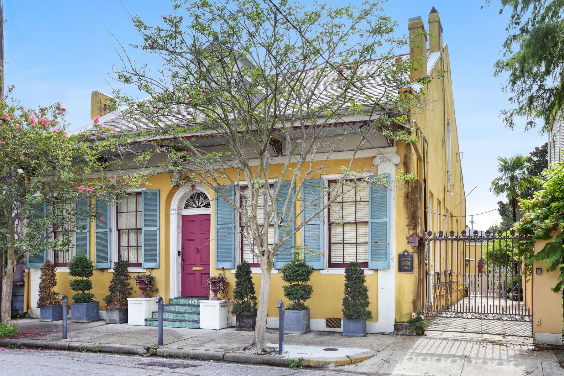 Single Family Homes por un Venta en BOUTIN HOUSE 1445 Pauger Street New Orleans, Louisiana 70116 Estados Unidos