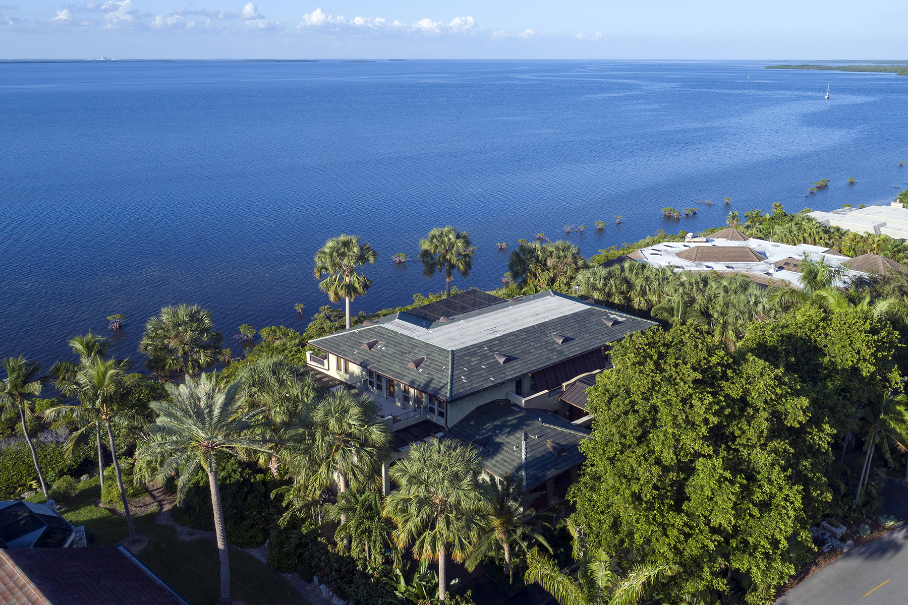Single Family Homes for Sale at 6 West Snapper Point Drive, Key Largo, FL 6 West Snapper Point Drive Key Largo, Florida 33037 United States