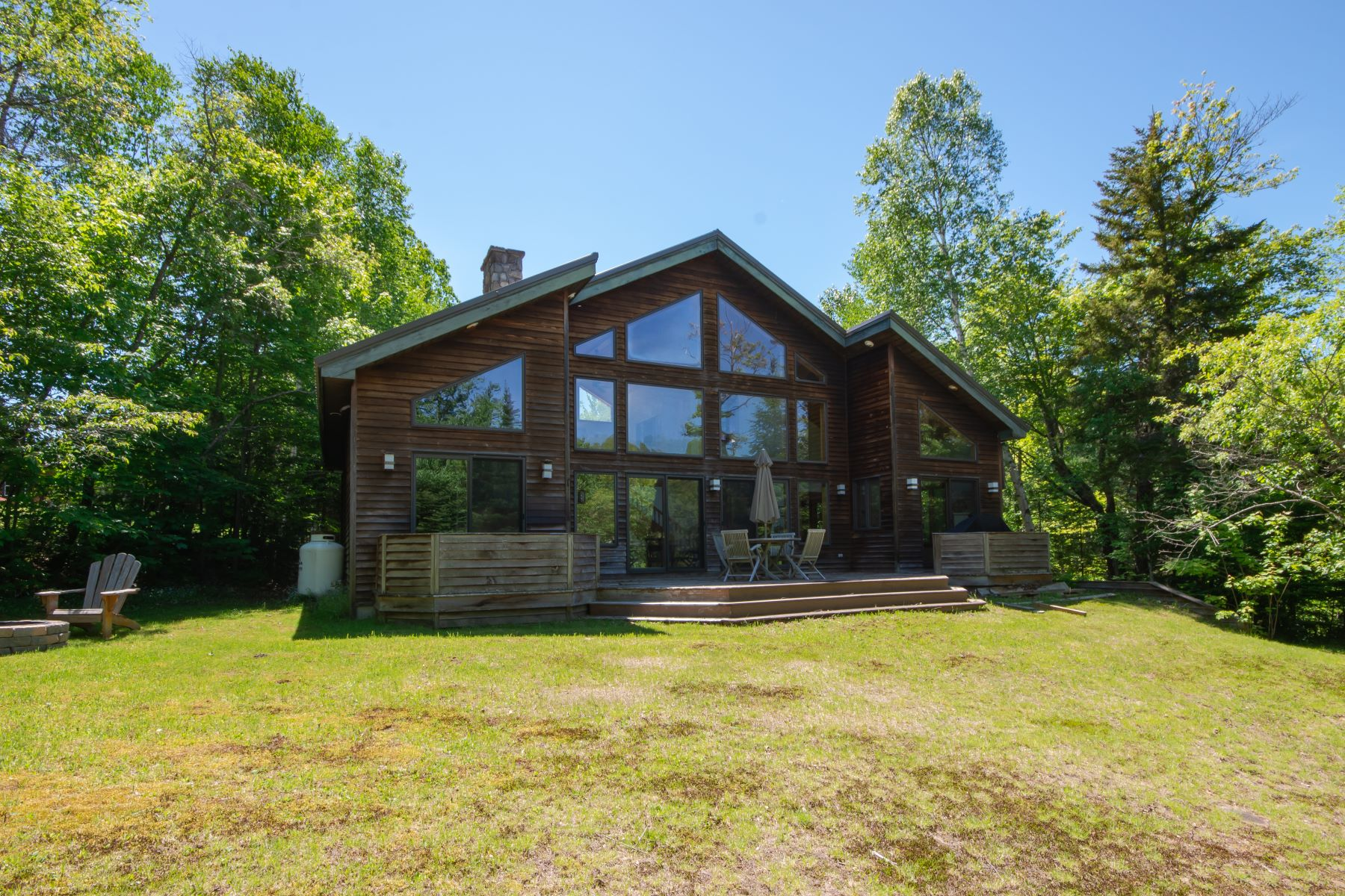 Single Family Homes per Vendita alle ore Chateaugay Lake Vacation Home 14 Balsam Way, Chateaugay, New York 12920 Stati Uniti