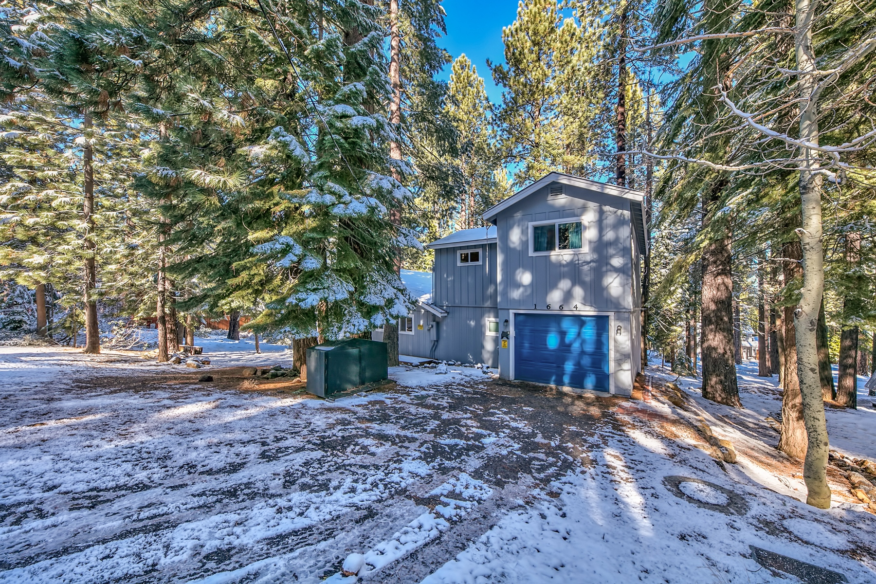 Additional photo for property listing at 1664 Pawnee Drive South Lake Tahoe CA, 96150 1664 Pawnee Drive South Lake Tahoe, California 96150 United States
