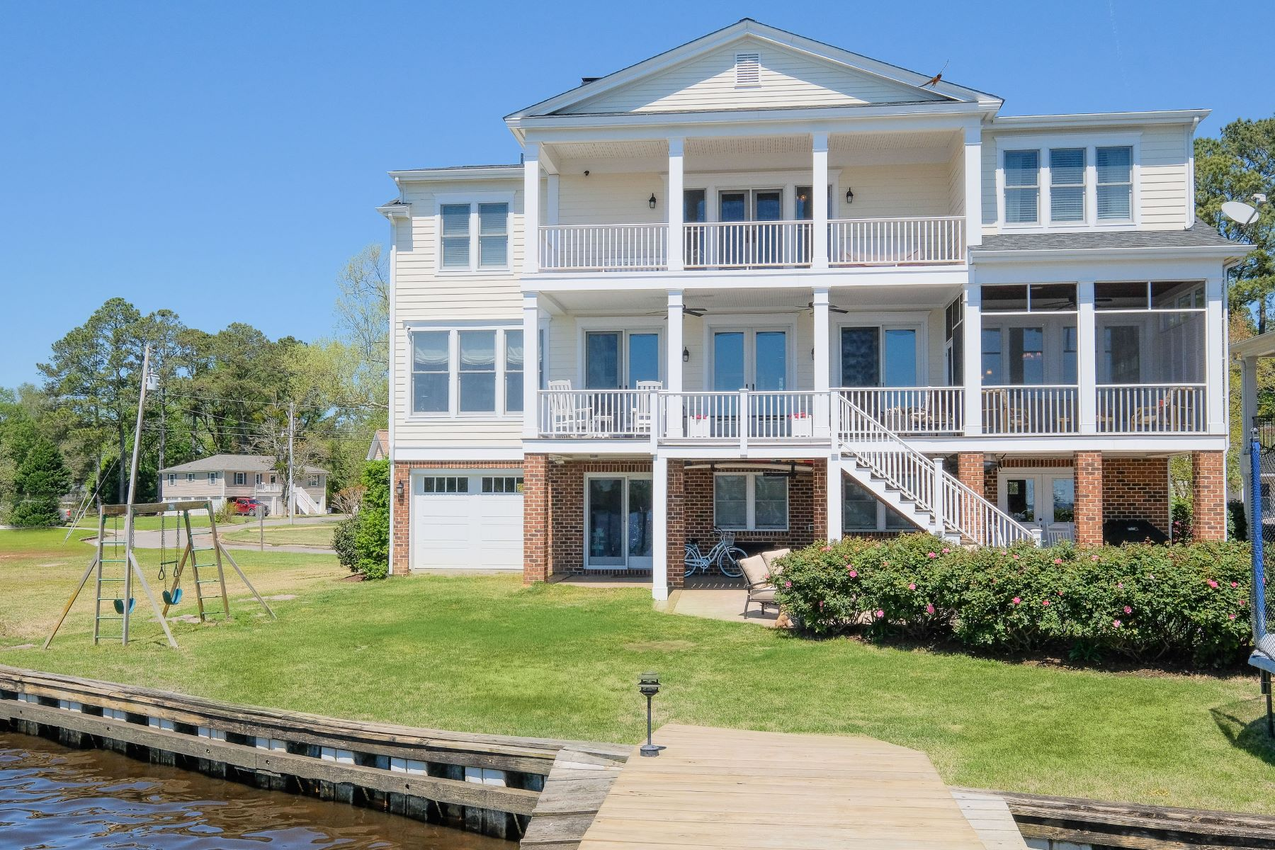 Single Family Homes for Sale at NEW CUSTOM HOME, DOWNTOWN WATERFRONT 107 Pembroke Circle Edenton, North Carolina 27932 United States