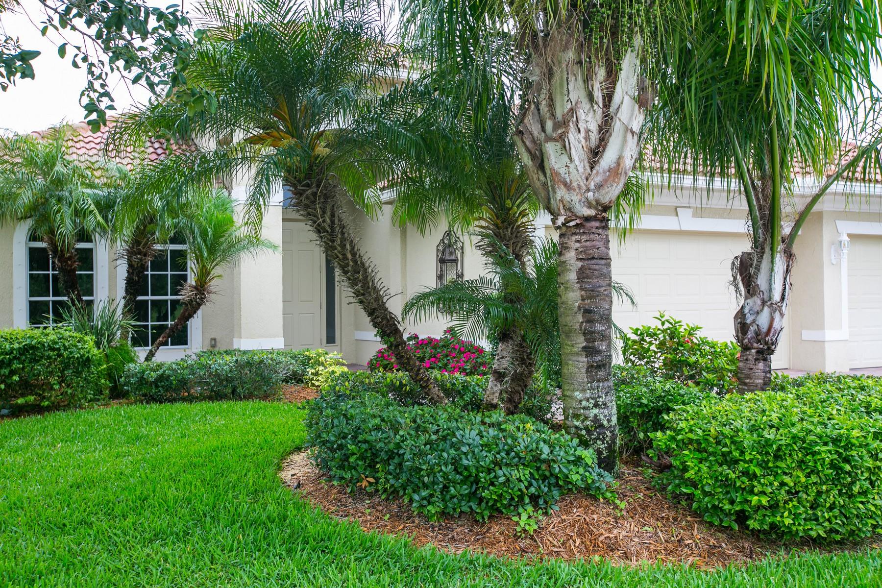 단독 가정 주택 용 매매 에 Spacious Lakefront Home 460 Pittman Avenue Vero Beach, 플로리다, 32968 미국