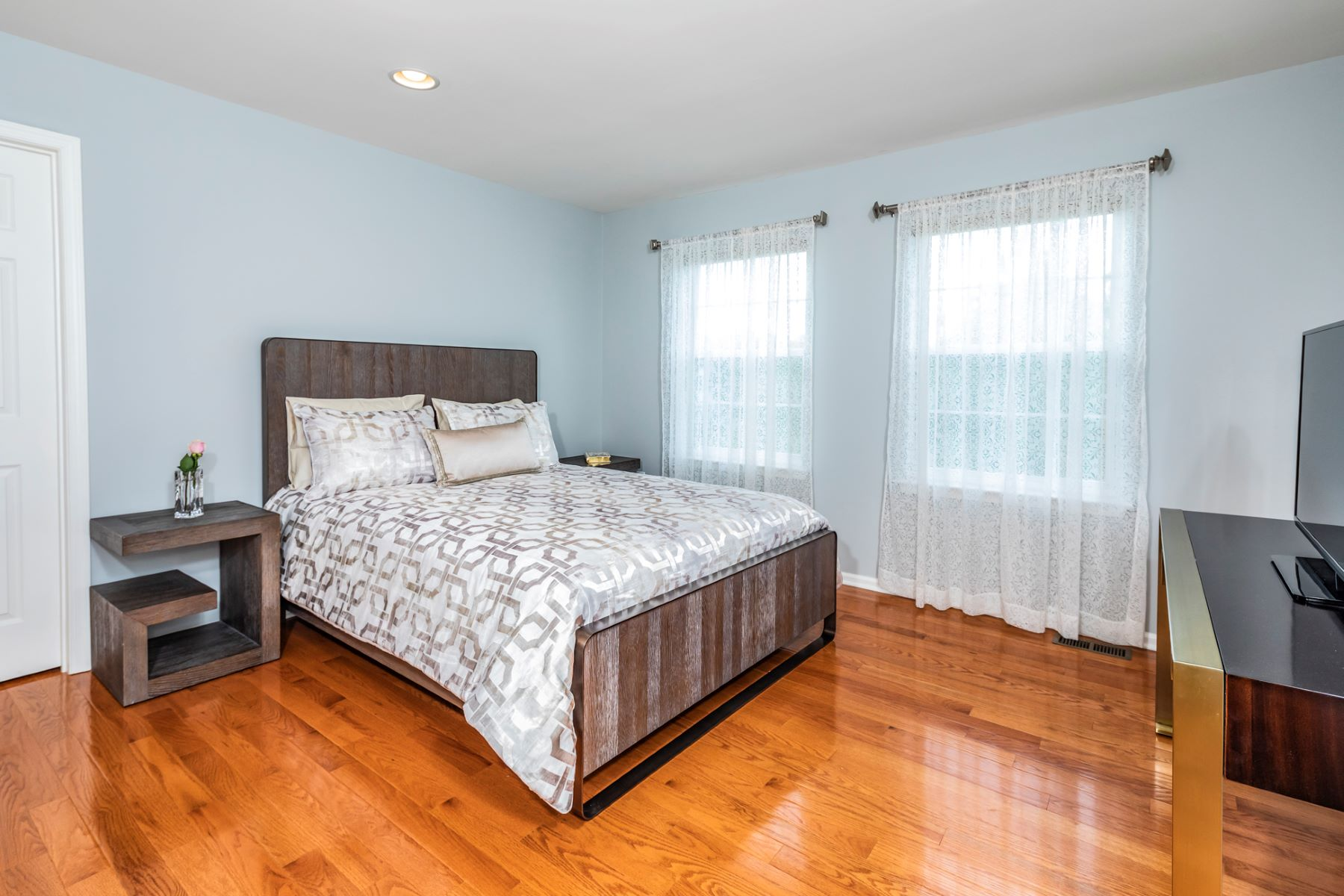 Additional photo for property listing at Perfection for Every Kind of Entertaining 5 Mahogany Court, Plainsboro, New Jersey 08536 United States