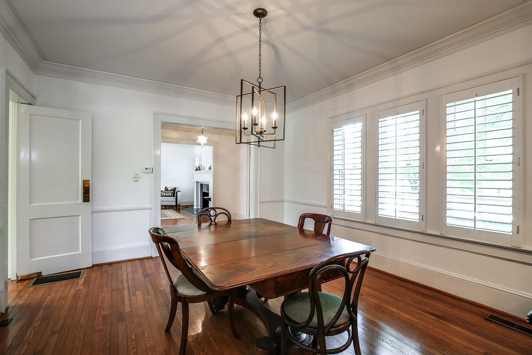 Additional photo for property listing at This Winsome 1929 Tudor Will Captivate You With Its Architectural Charm 1338 N Decatur Road NE Atlanta, 喬治亞州 30306 美國