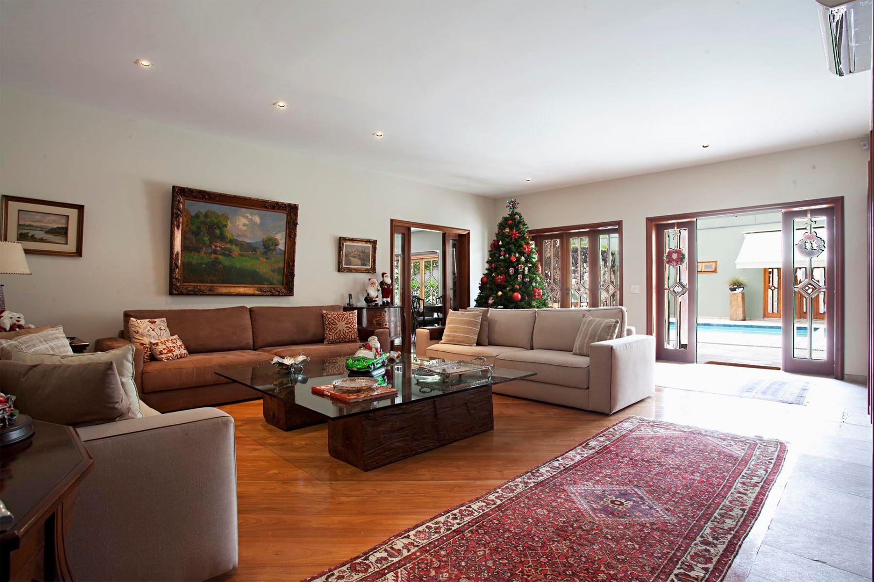 Single Family Home for Sale at One-story House with an Excellent Leisure Area Rua Gregório Paes de Almeida Sao Paulo, Sao Paulo 05450-000 Brazil