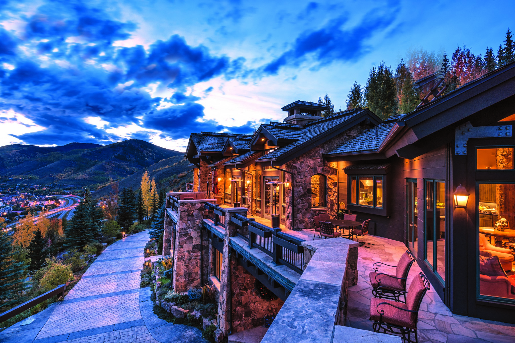 Casa Unifamiliar por un Venta en Direct Views of Vail Mountain 971 Spraddle Creek Rd Vail, Colorado 81657 Estados Unidos