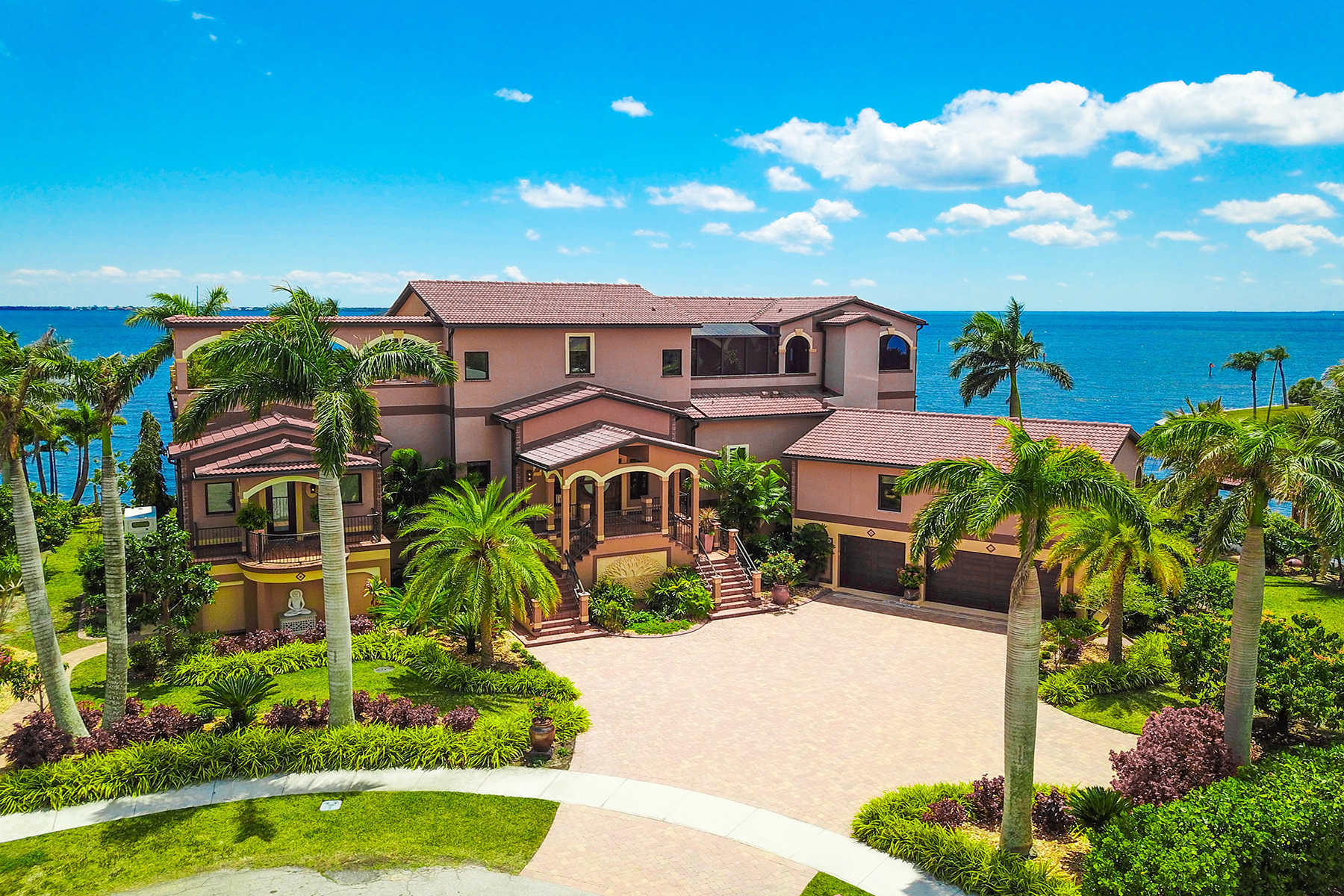 Single Family Homes for Sale at PORT CHARLOTTE 266 Bangsberg Rd Se Port Charlotte, Florida 33952 United States