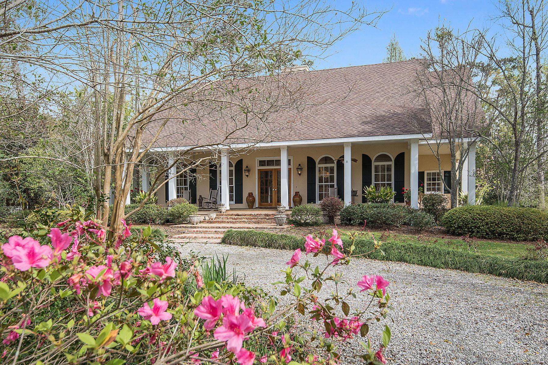 Nhà ở một gia đình vì Bán tại 501 E Guidry 501 E Guidry St Covington, Louisiana, 70433 Hoa Kỳ