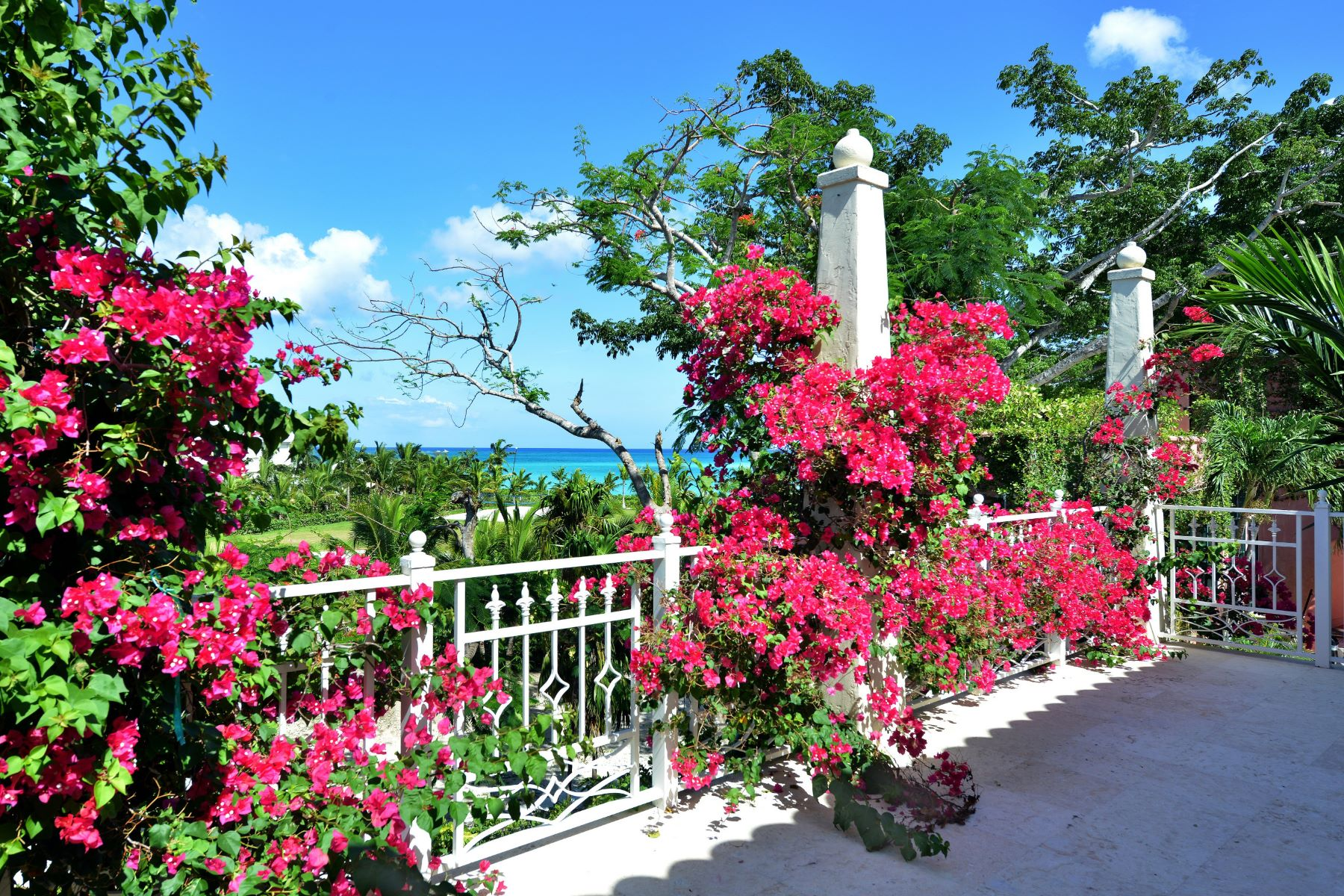 Single Family Home for Sale at Dilly House, #5 Ridgetop Old Fort Bay, Nassau And Paradise Island, Bahamas