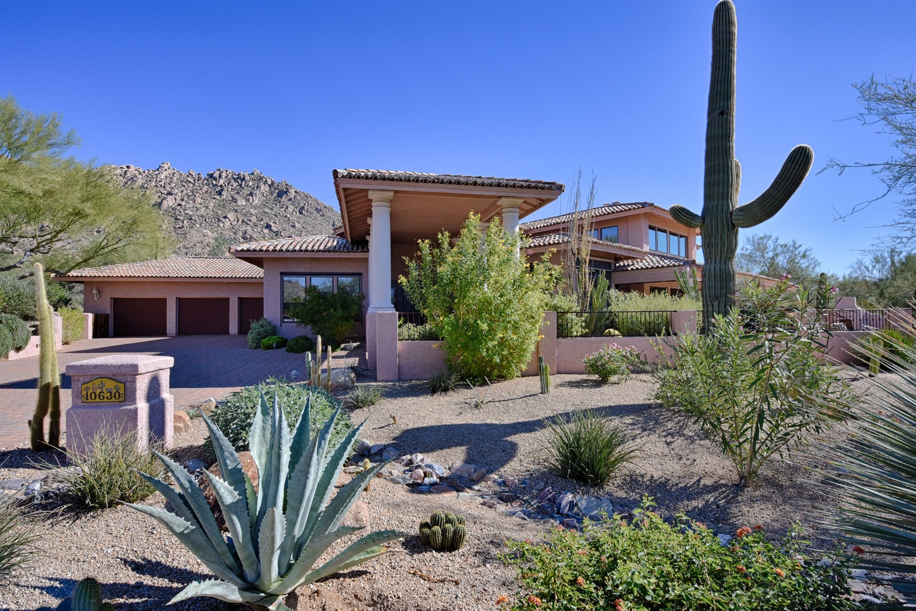 Single Family Home for Sale at Beautiful home situated on the corner of a cul-de-sac with sweeping views 10630 E Ranch Gate Rd Scottsdale, Arizona, 85255 United States