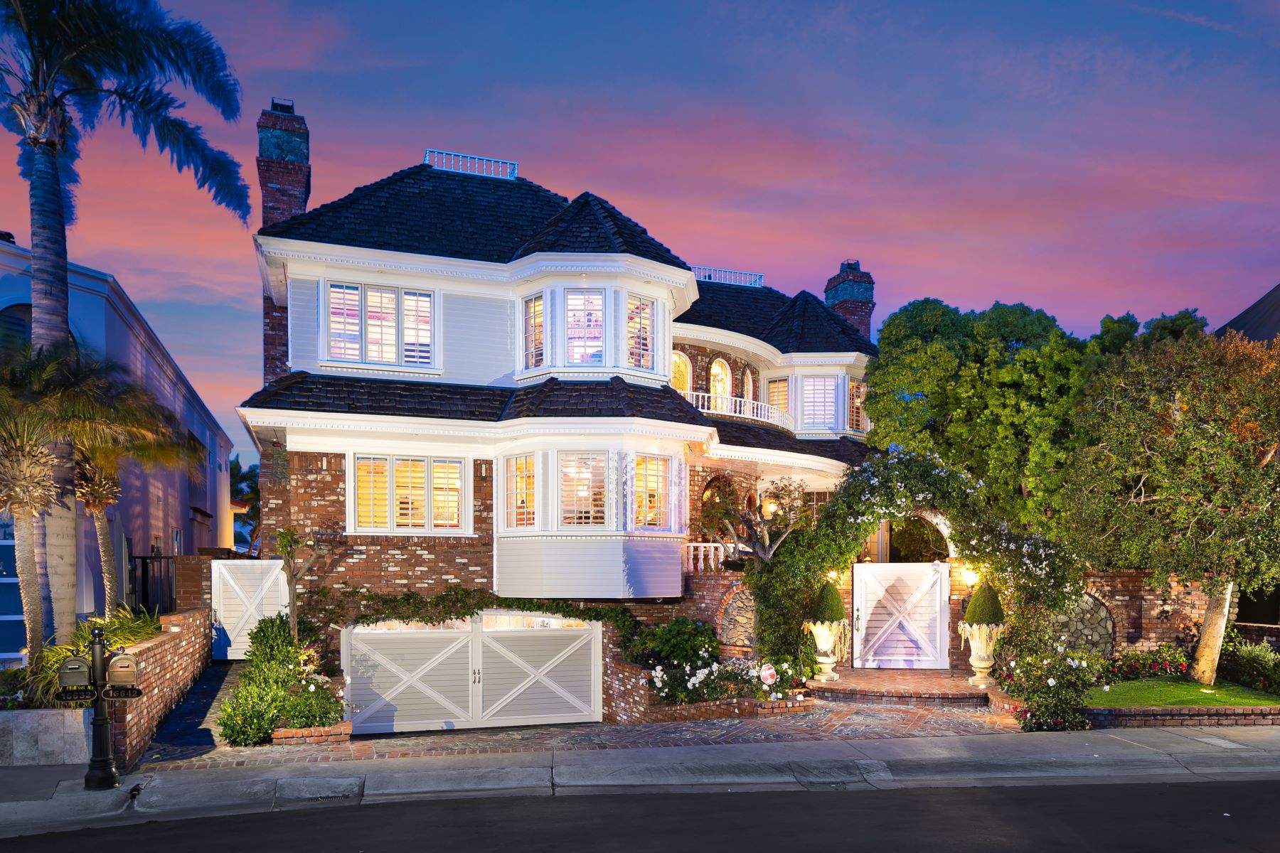 Single Family Homes for Active at 16642 Coral Cay Lane Huntington Beach, California 92649 United States