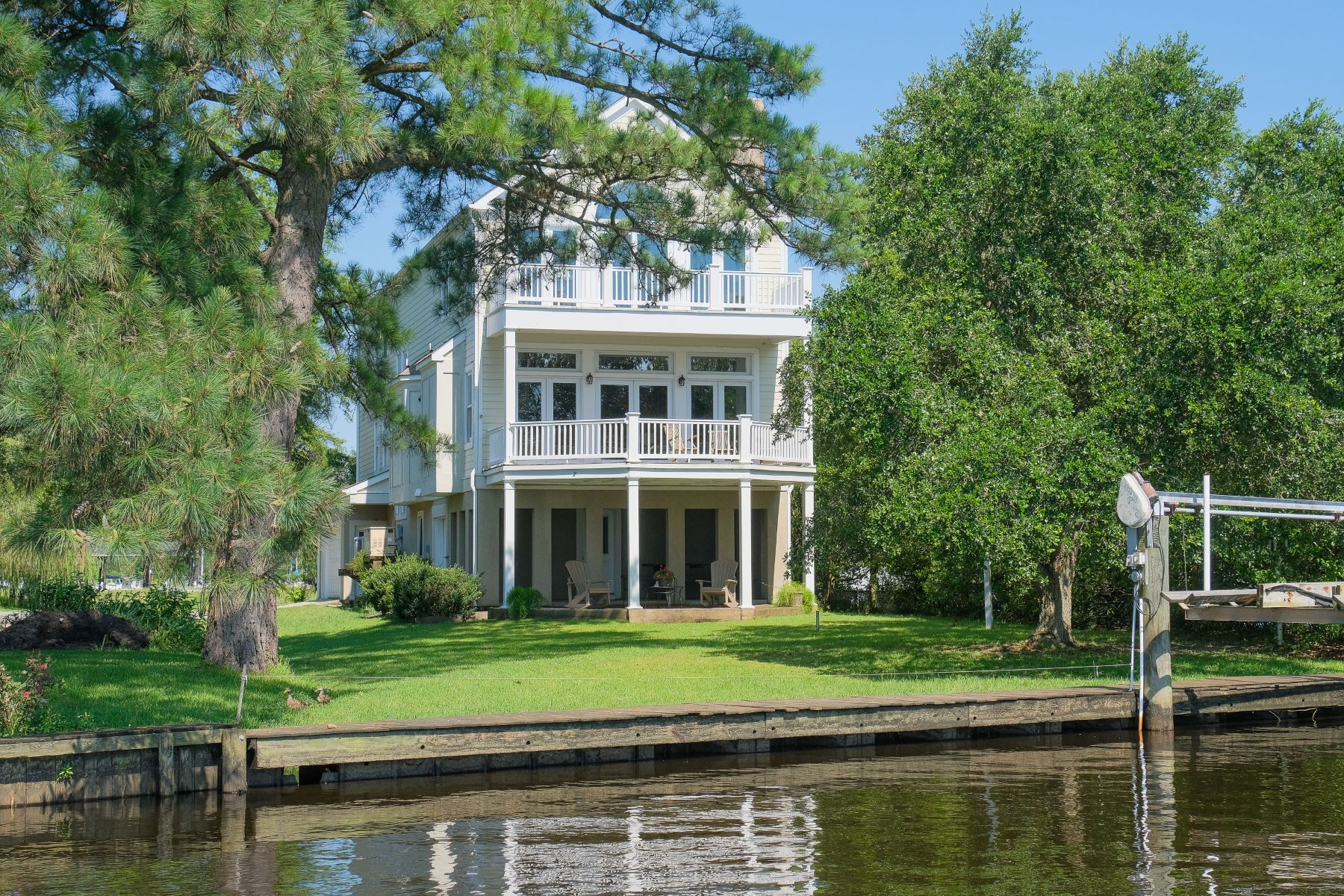 Single Family Homes for Active at IN TOWN WATERFRONT AND MARINA 305 Queen Anne Dr Edenton, North Carolina 27932 United States