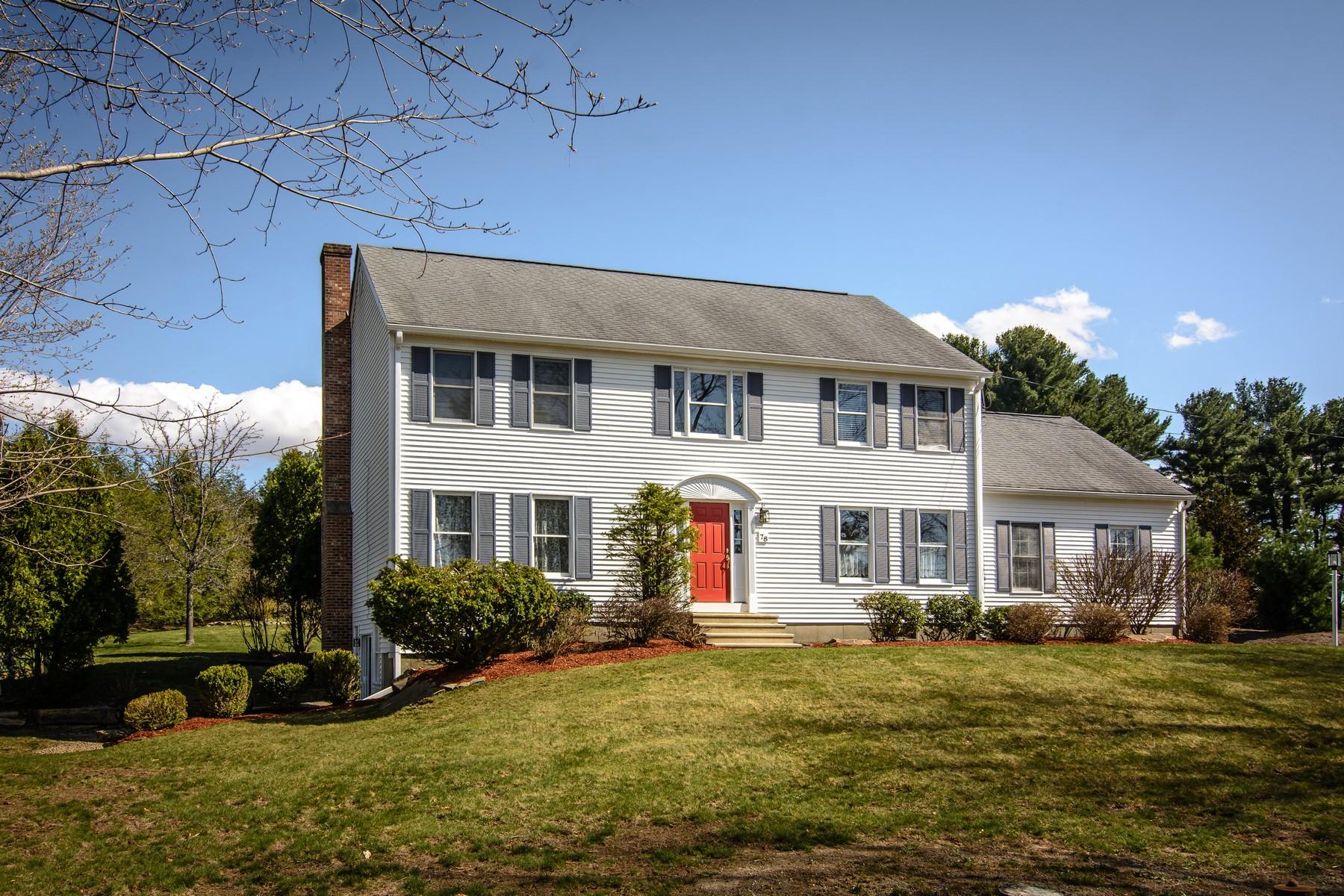 Vivienda unifamiliar por un Venta en Lovely Colonial In Park-Like Setting 78 Adams Street Westborough, Massachusetts, 01581 Estados Unidos
