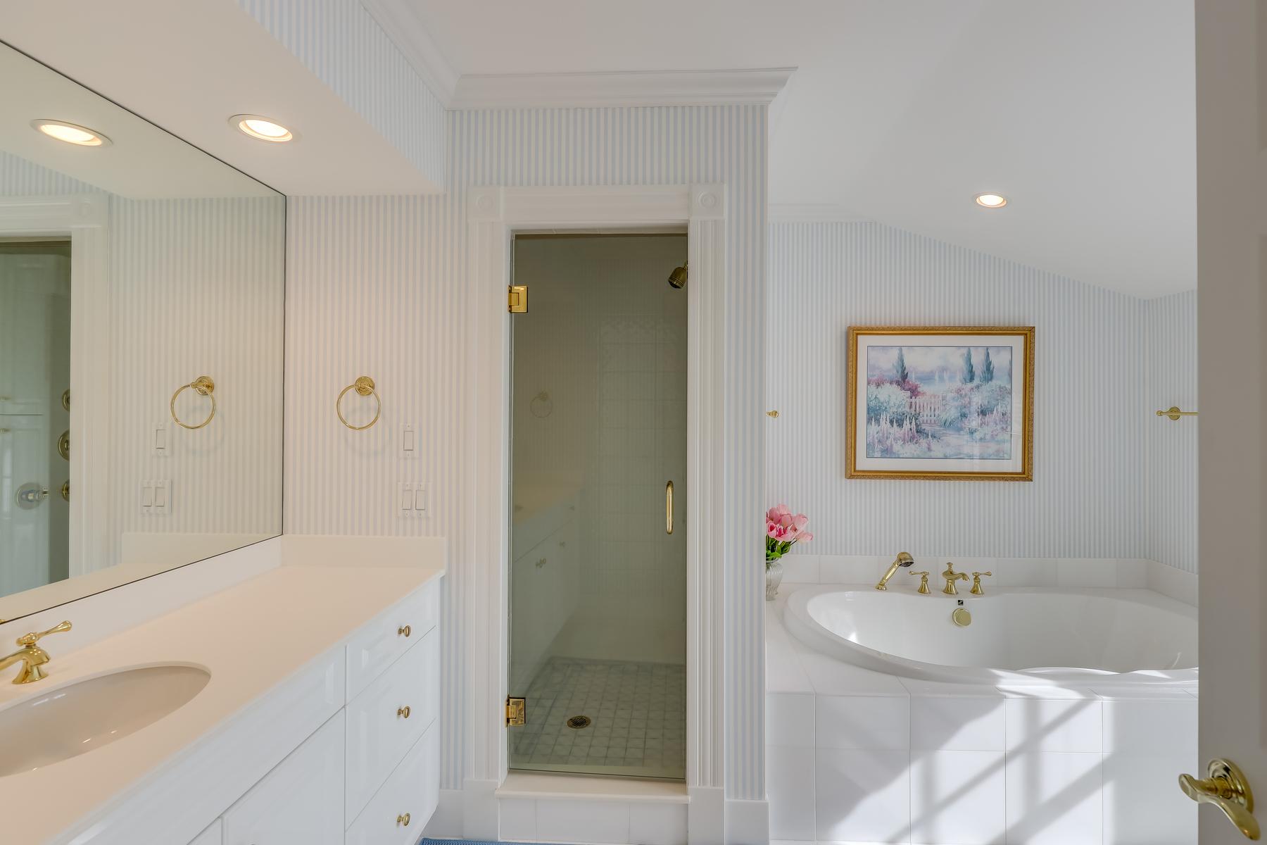 Additional photo for property listing at 60 Harbor Road, Harwich Port, MA  Harwich Port, Μασαχουσετη 02646 Ηνωμένες Πολιτείες